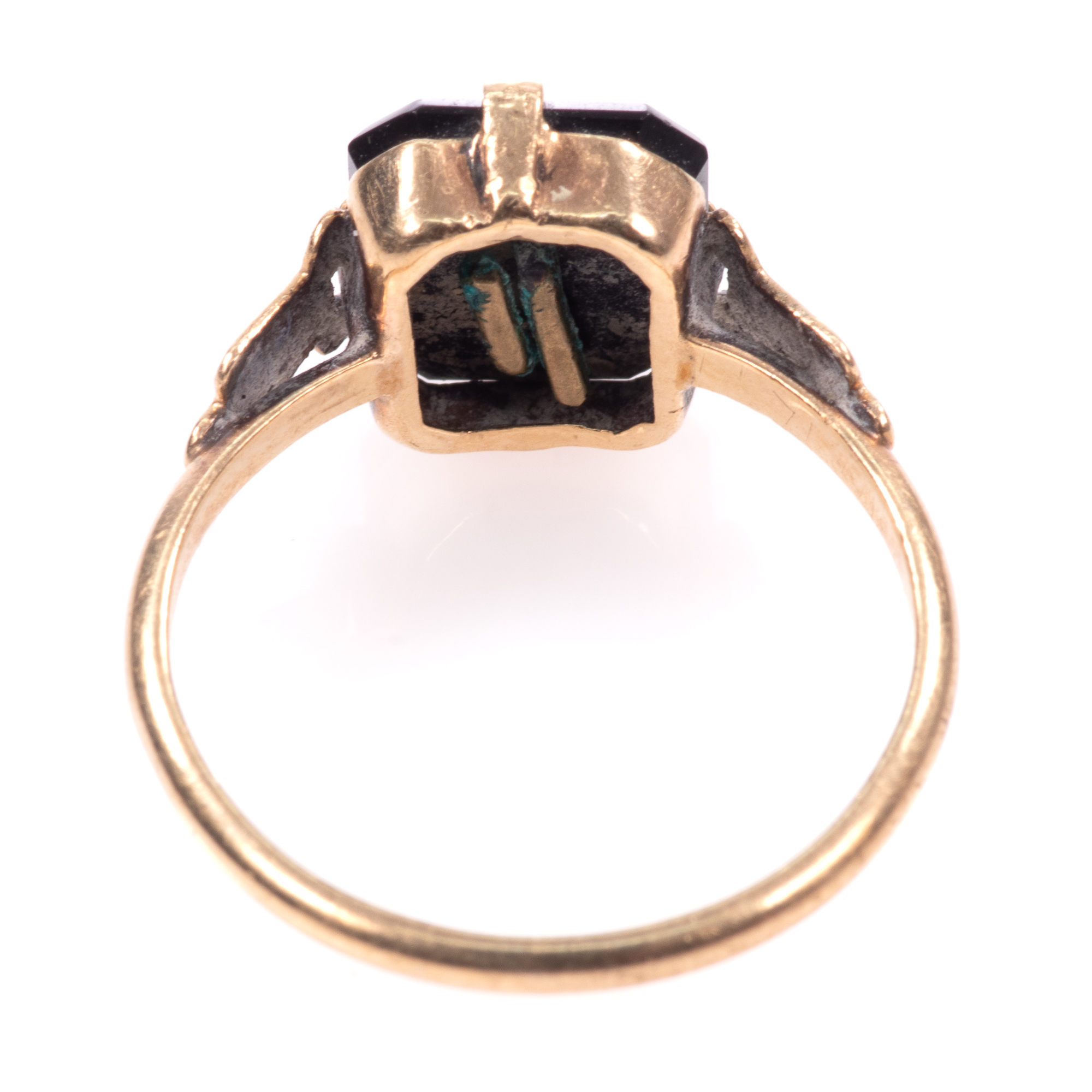 """9ct Gold Victorian Onyx Mourning Ring """"P"""" - Image 5 of 7"""