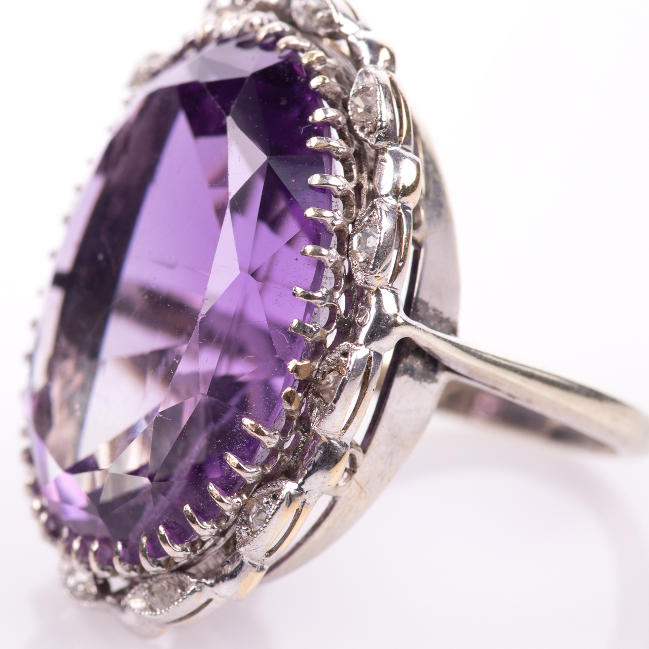 30ct Amethyst & Diamond Ring - Image 4 of 6