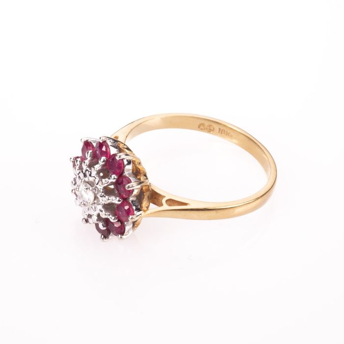 18ct Gold 0.50ct Ruby & Diamond Cluster Ring - Image 3 of 7