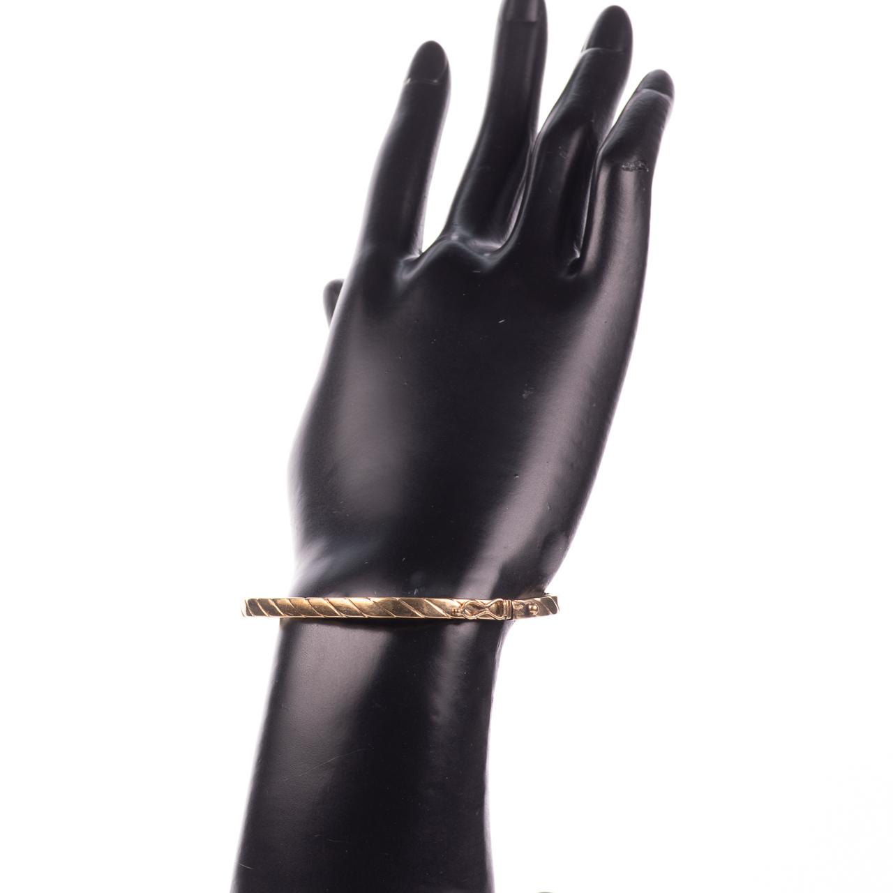 9ct Gold Bangle Bracelet - Image 2 of 6