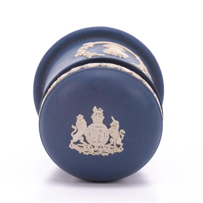 Wedgwood Jasperware Silver Jubilee Queen Elizabeth Jar - Image 2 of 7