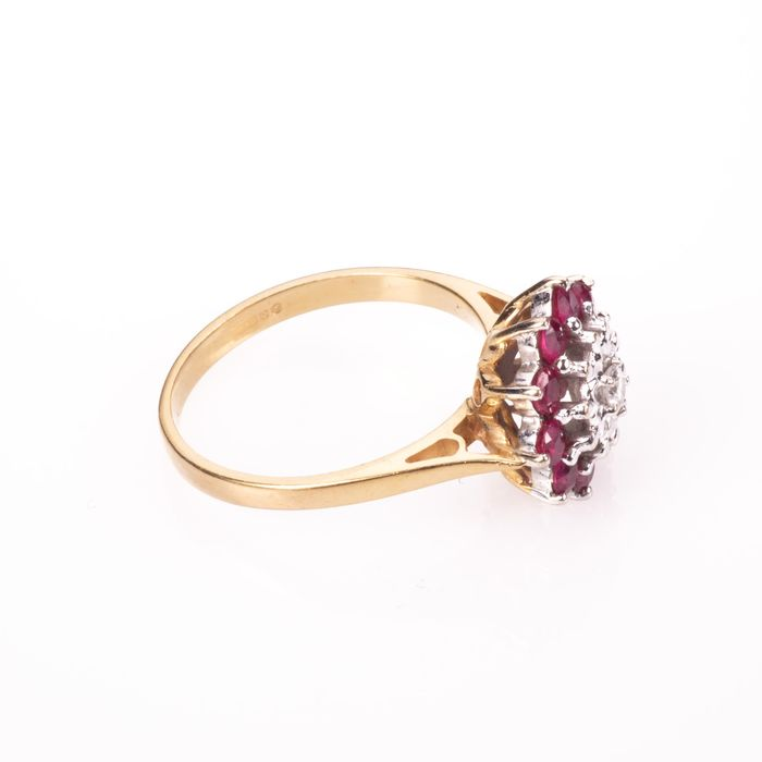 18ct Gold 0.50ct Ruby & Diamond Cluster Ring - Image 6 of 7