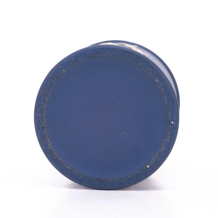 Wedgwood Jasperware Silver Jubilee Queen Elizabeth Jar - Image 4 of 7