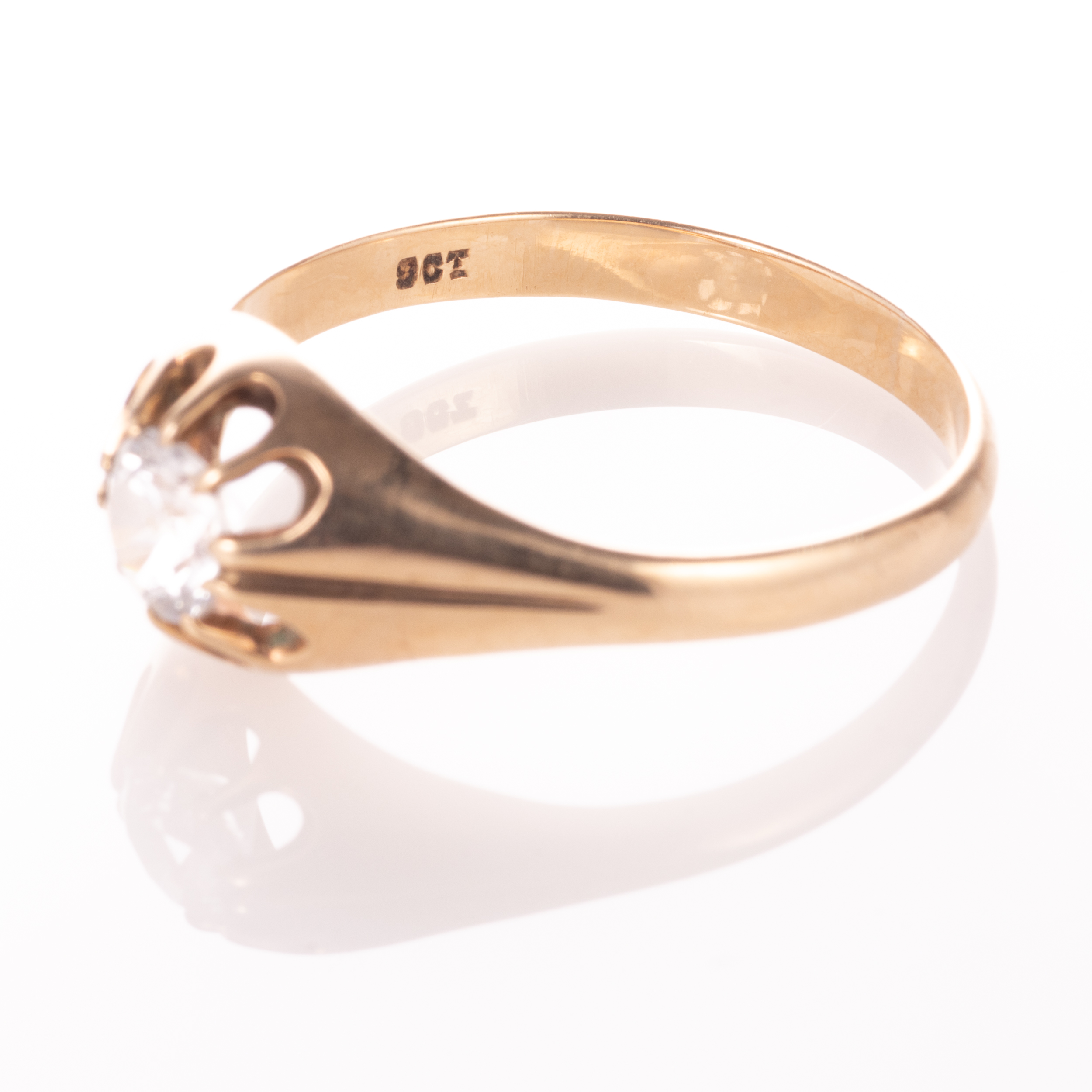 9ct Gold Gypsy Paste Solitaire Ring - Image 5 of 7
