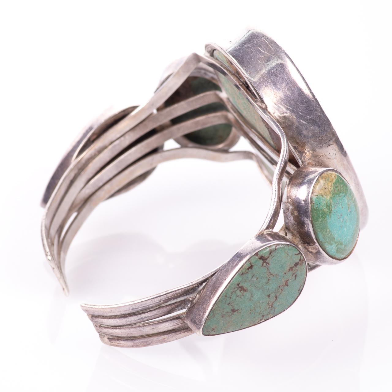 White Metal Navajo Turquoise Bangle - Image 5 of 6
