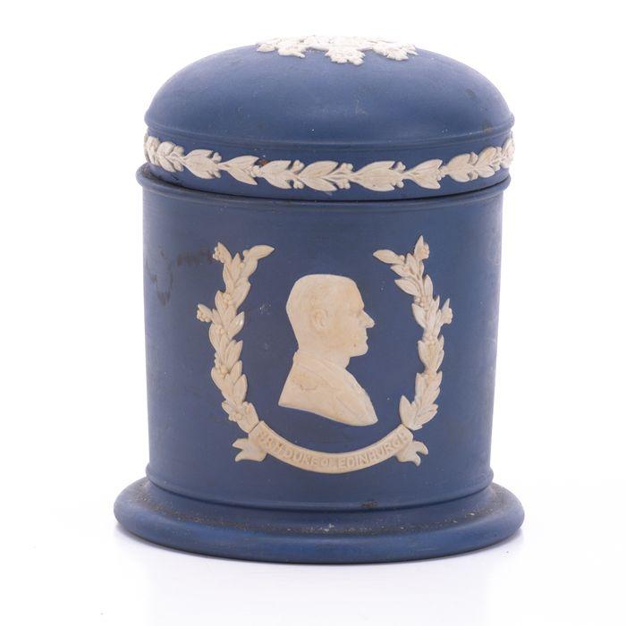 Wedgwood Jasperware Silver Jubilee Queen Elizabeth Jar - Image 6 of 7