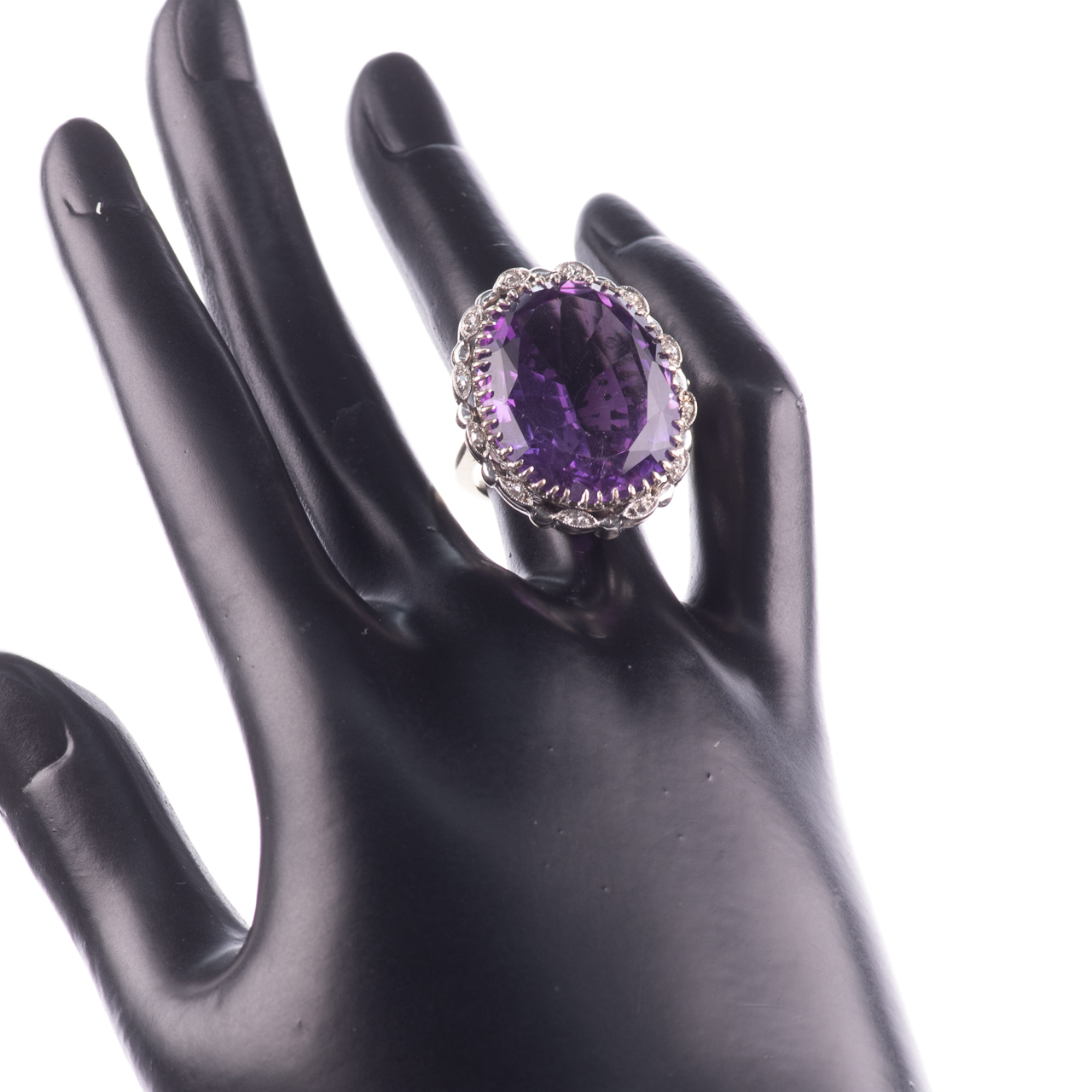 30ct Amethyst & Diamond Ring - Image 2 of 6