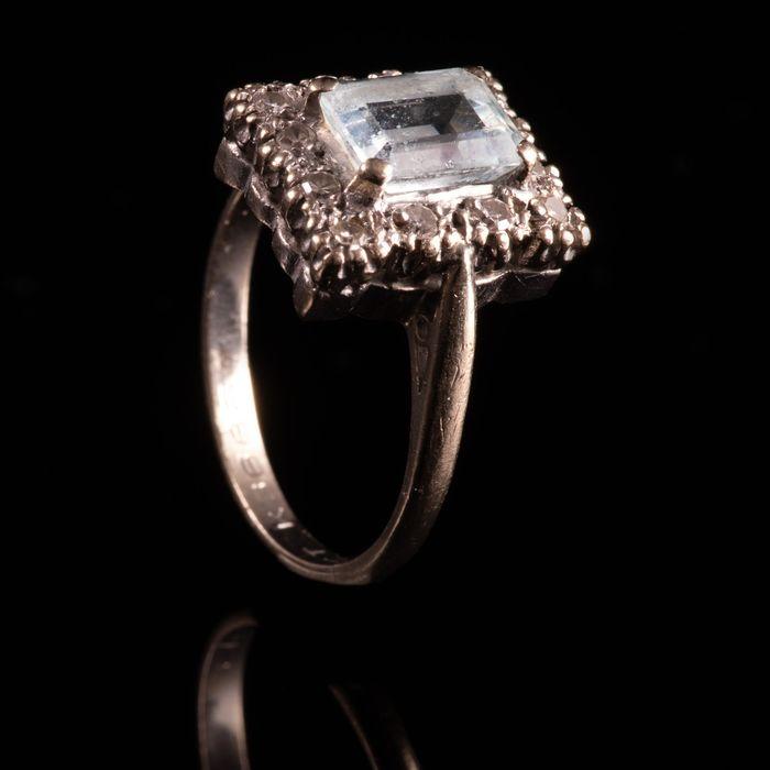 18ct Gold 1.40ct Aquamarine & Diamond Ring
