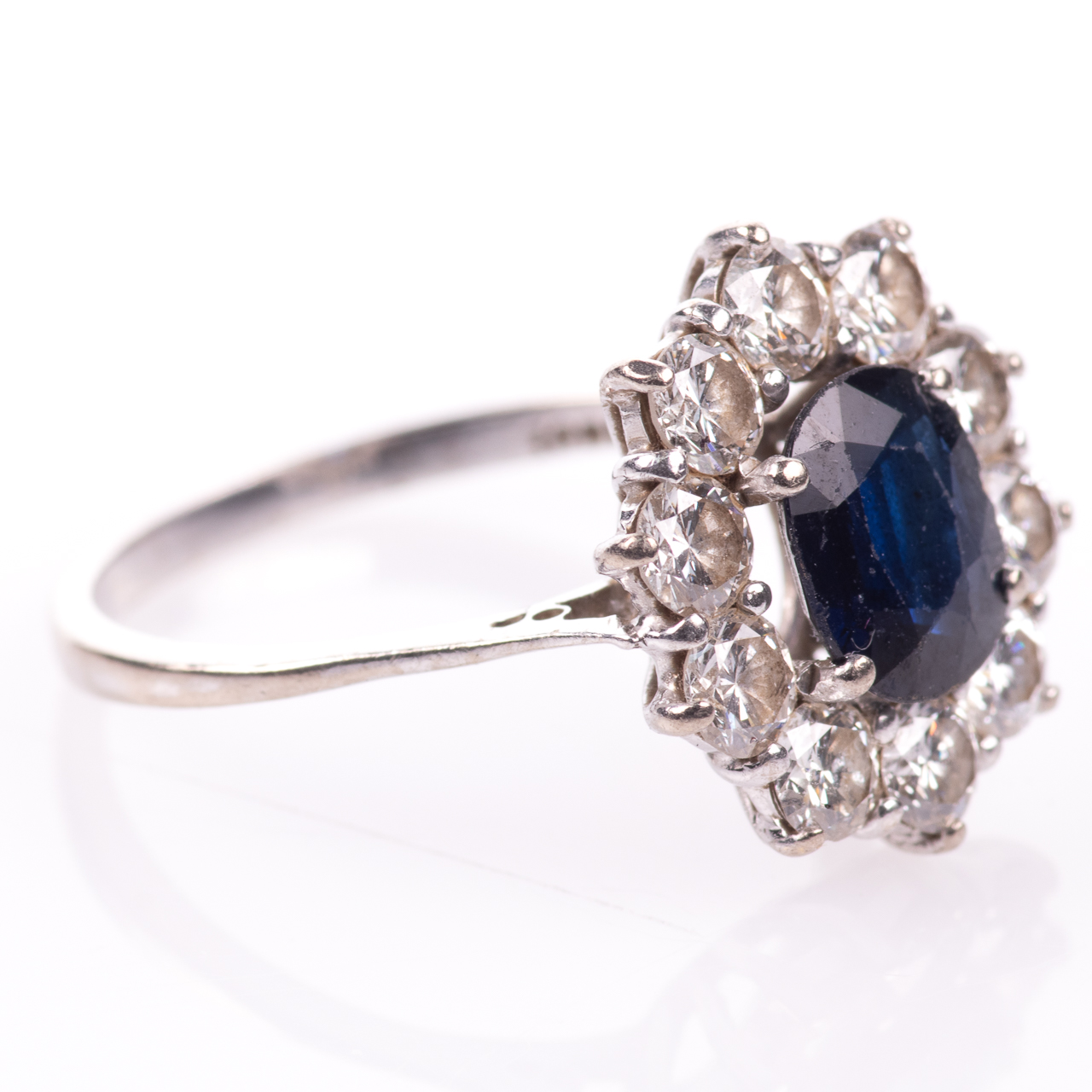 18ct White Gold 1ct Sapphire & 1ct Diamond Cluster Ring - Image 6 of 7