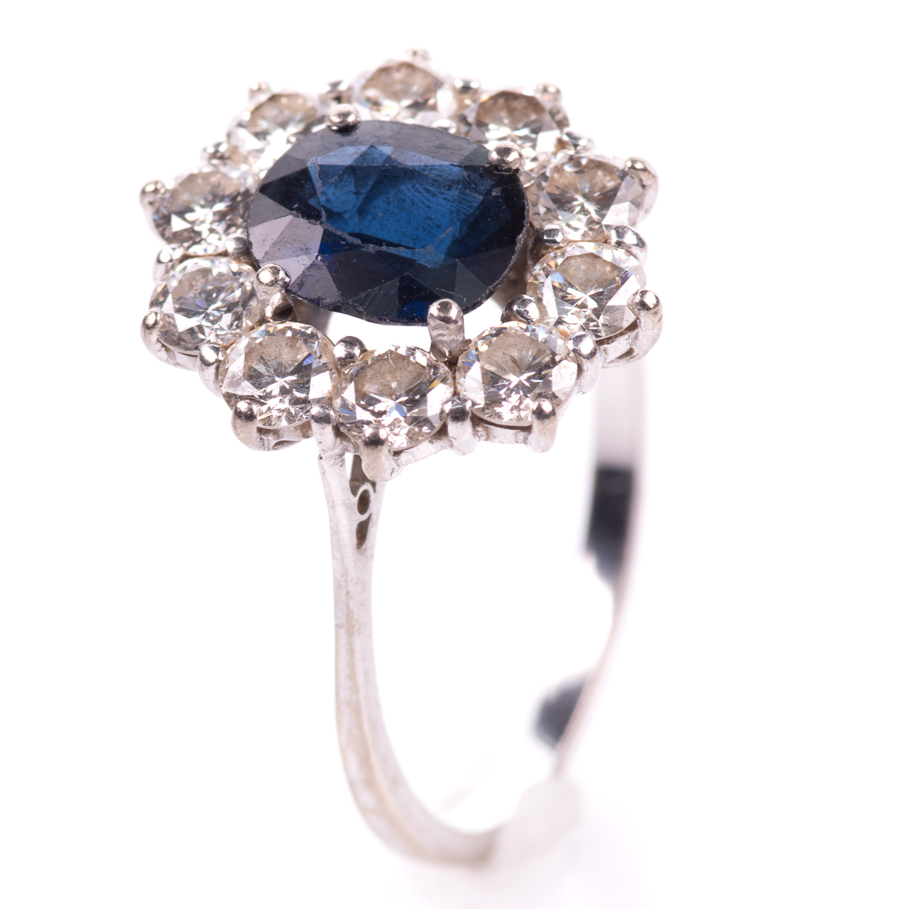 18ct White Gold 1ct Sapphire & 1ct Diamond Cluster Ring - Image 2 of 7