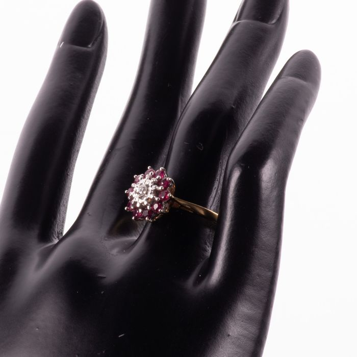 18ct Gold 0.50ct Ruby & Diamond Cluster Ring - Image 2 of 7