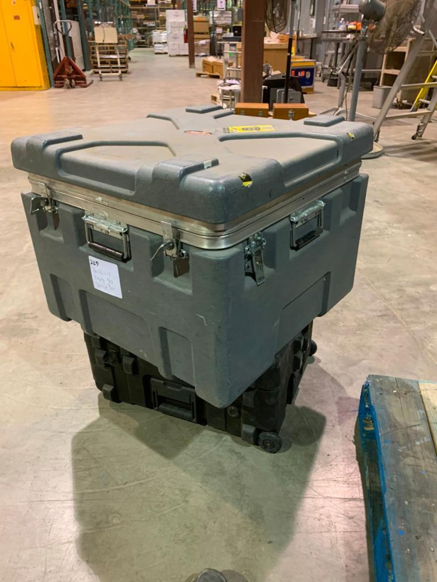 portable shipping box - Image 2 of 2