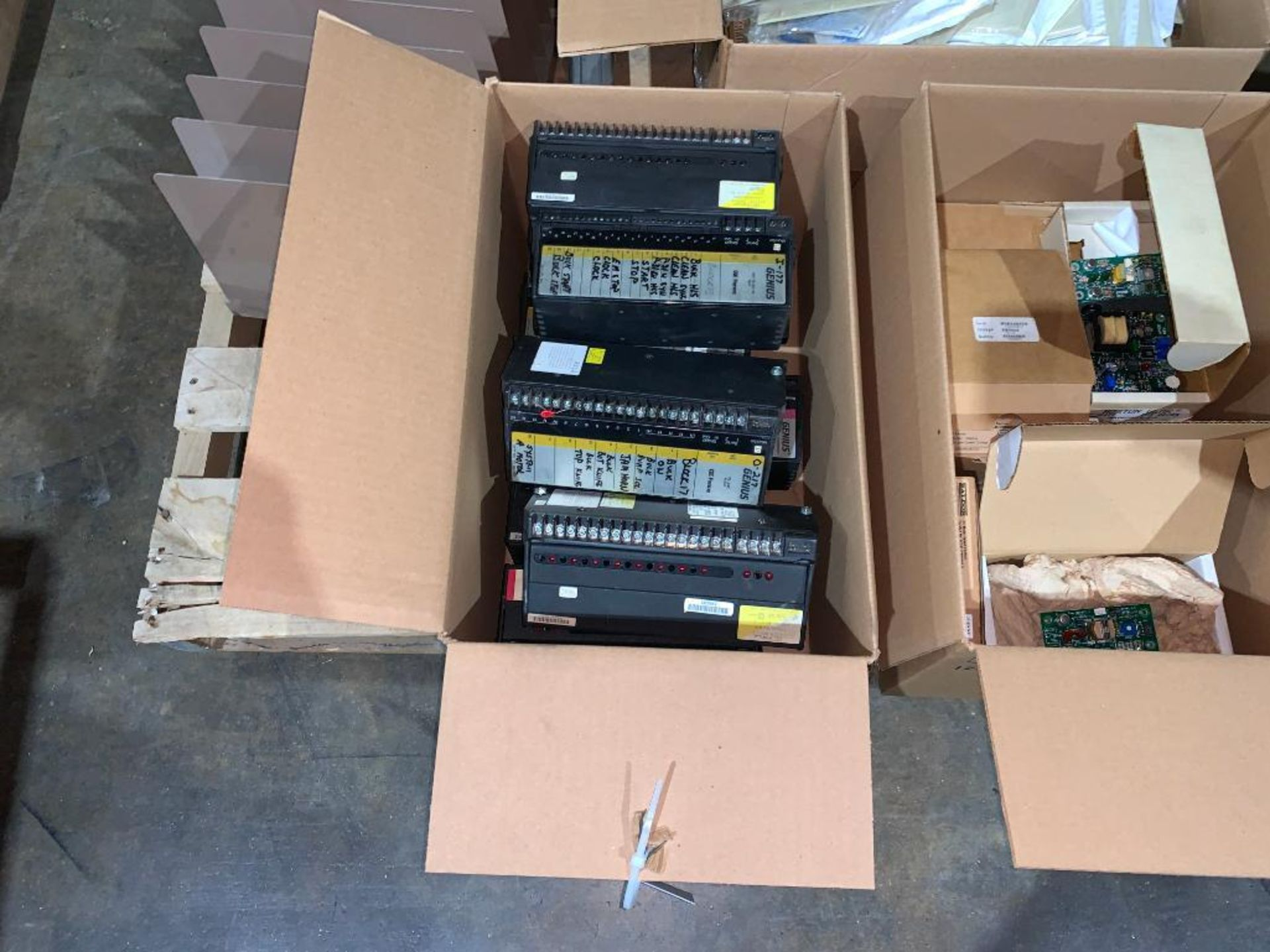 pallet of electrical switches - Image 2 of 8