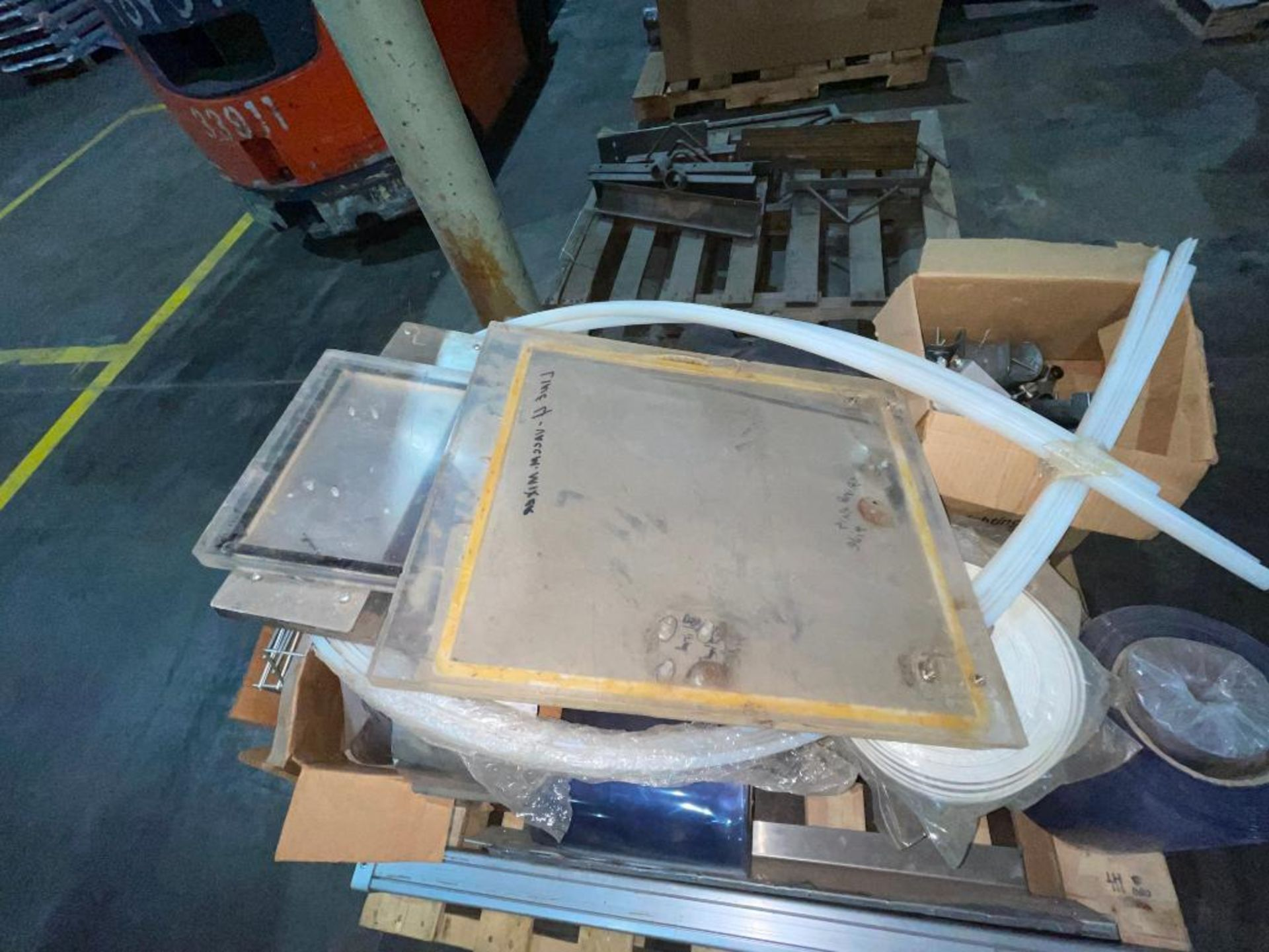 pallet of plastic strip curtain - Image 7 of 7