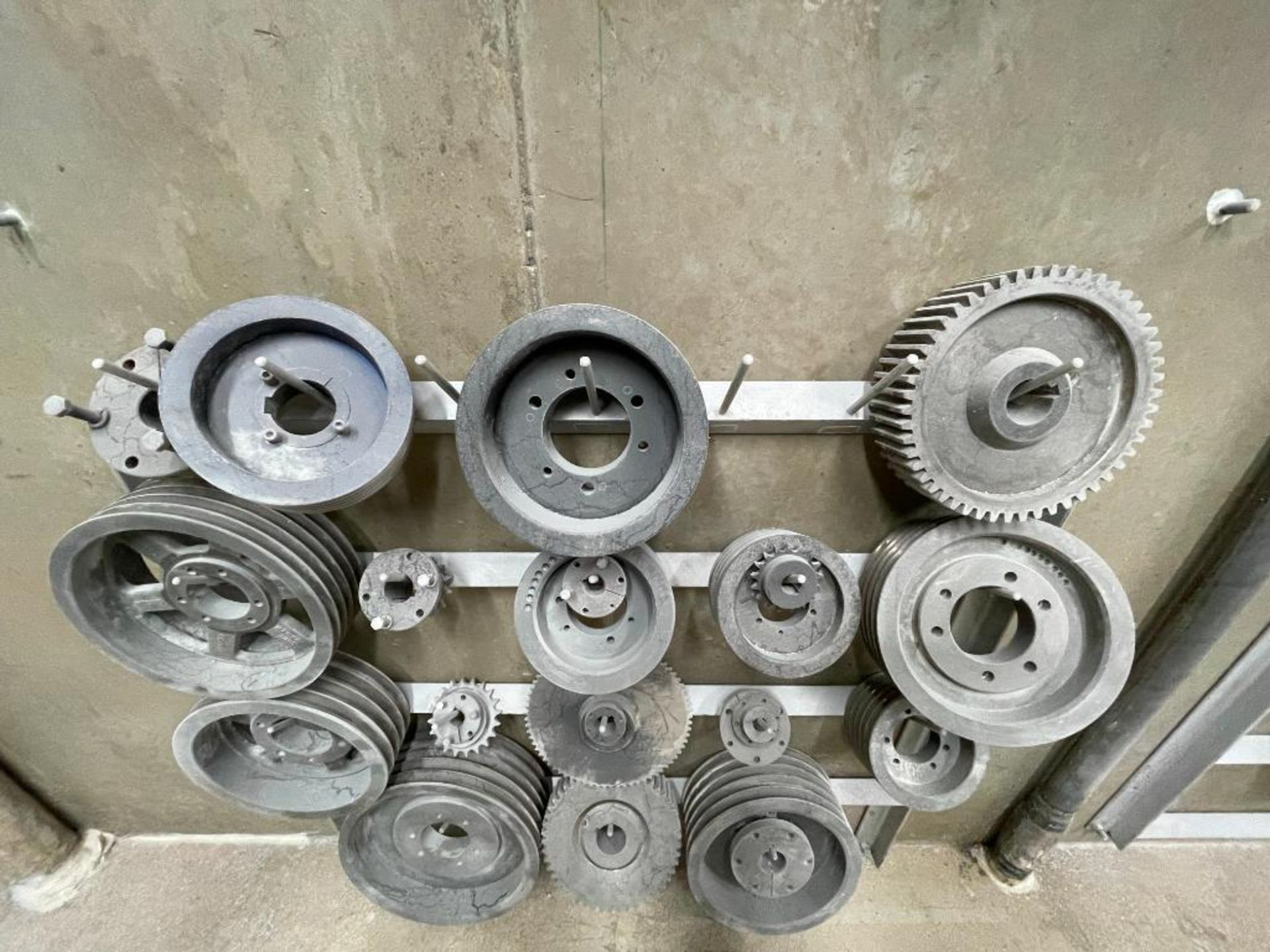 gears and pulleys - Image 7 of 17