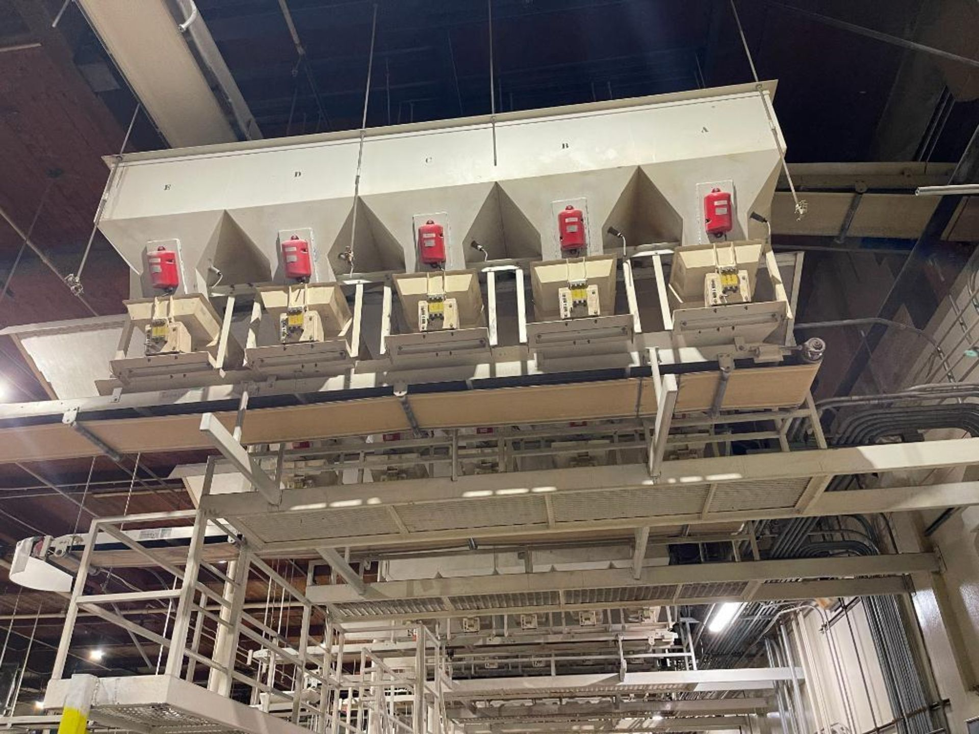 Aseeco 5-bin blending system with 5 Syntron vibratory feeders on bottom - Image 5 of 6