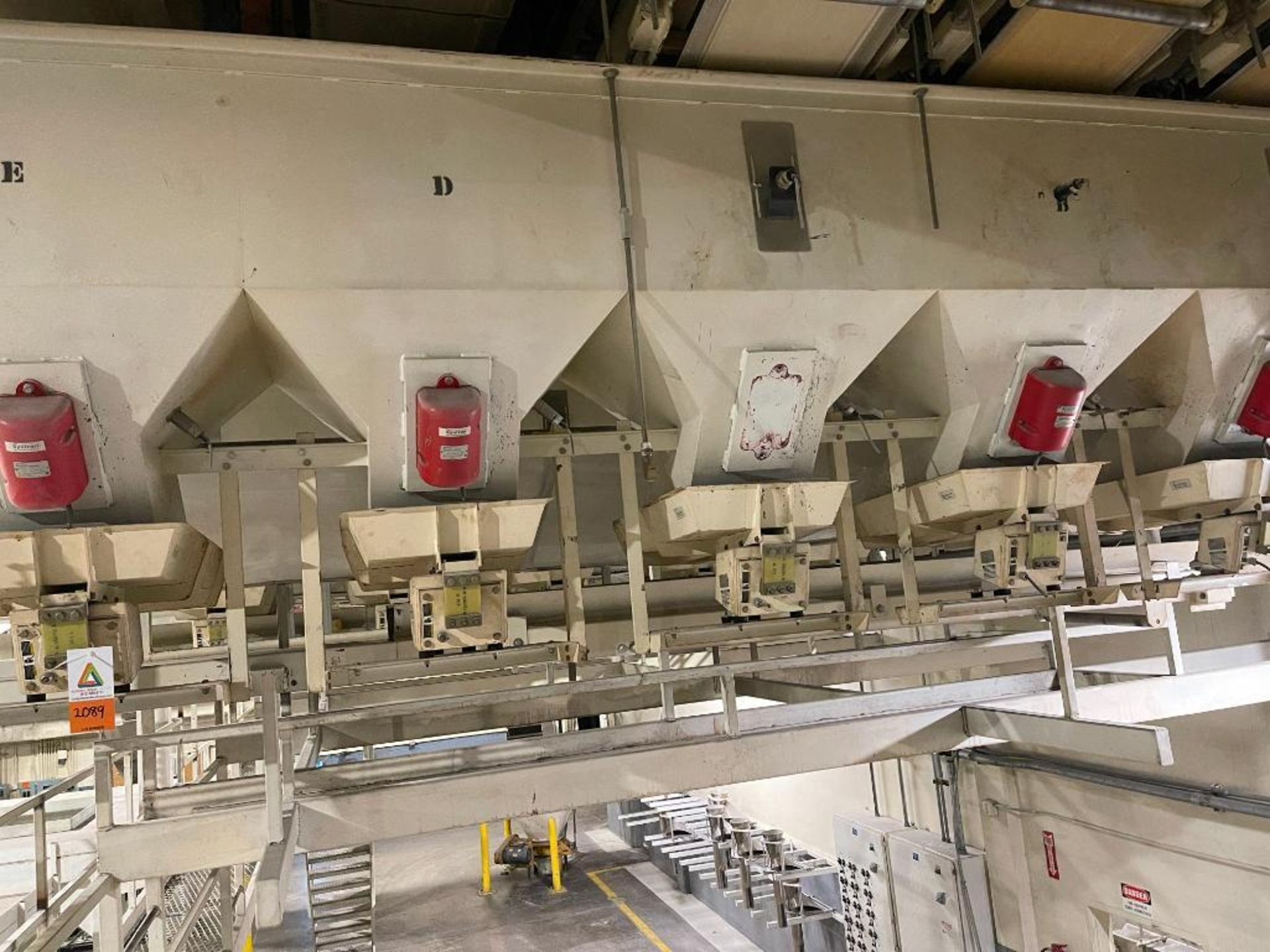 Aseeco 5-bin blending system with 5 Syntron vibratory feeders on bottom - Image 16 of 18