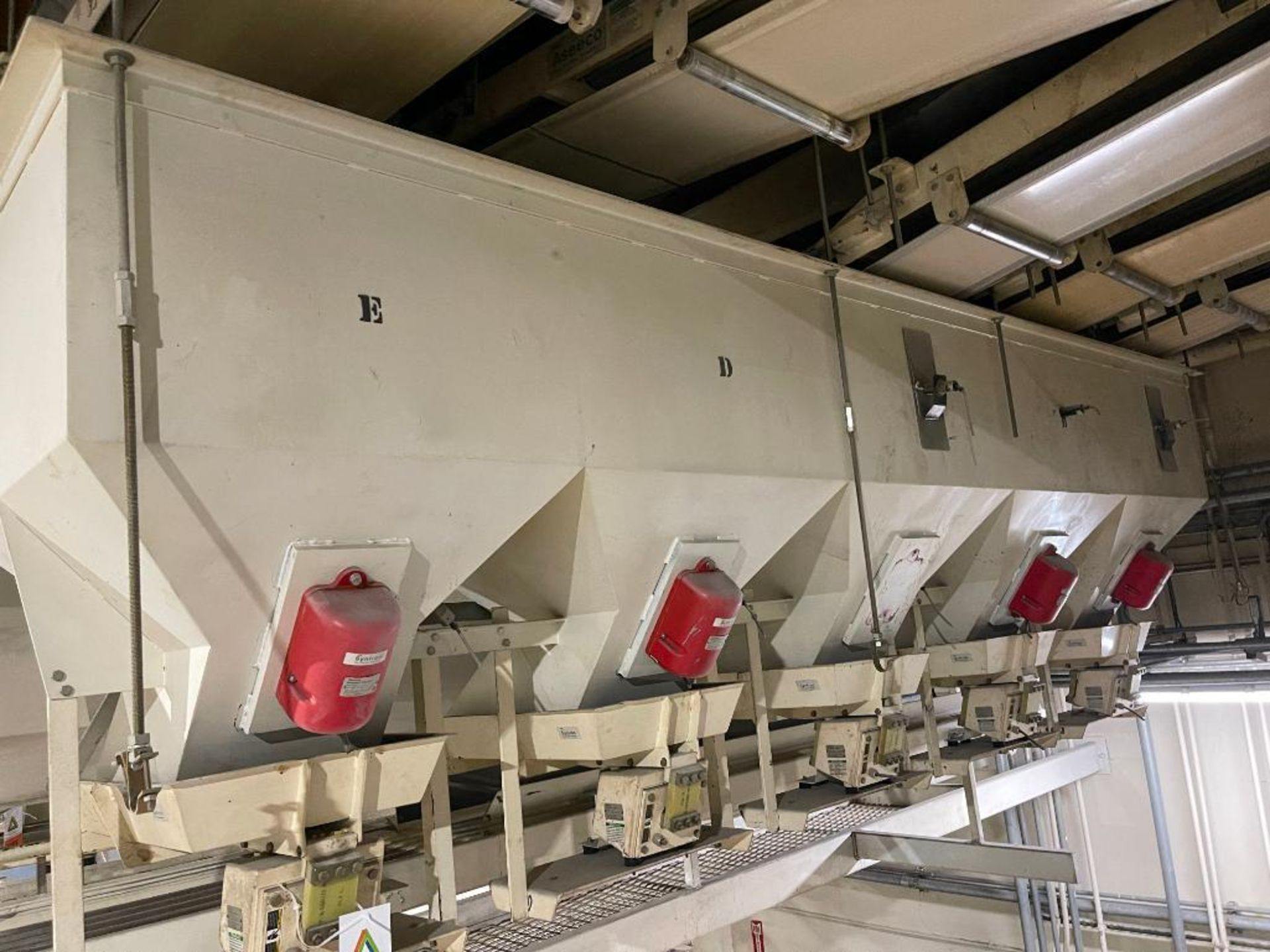 Aseeco 5-bin blending system with 5 Syntron vibratory feeders on bottom - Image 14 of 18