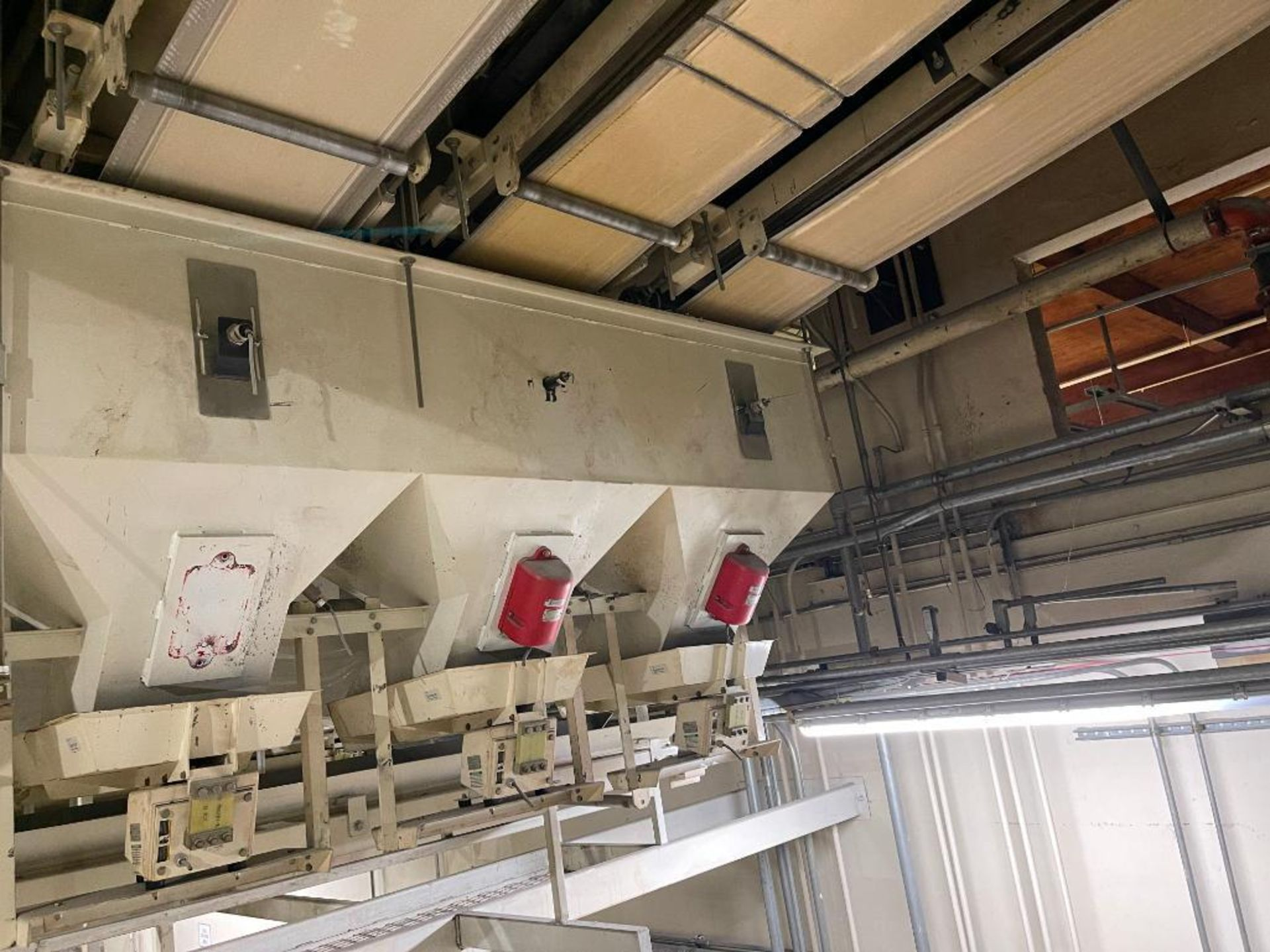 Aseeco 5-bin blending system with 5 Syntron vibratory feeders on bottom - Image 18 of 18