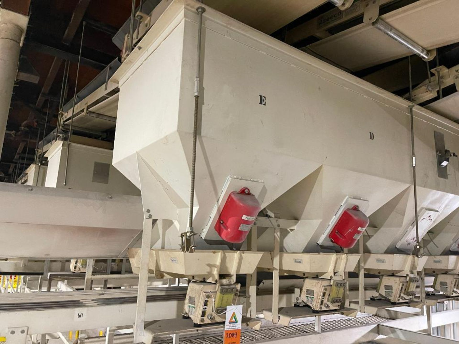 Aseeco 5-bin blending system with 5 Syntron vibratory feeders on bottom - Image 15 of 18