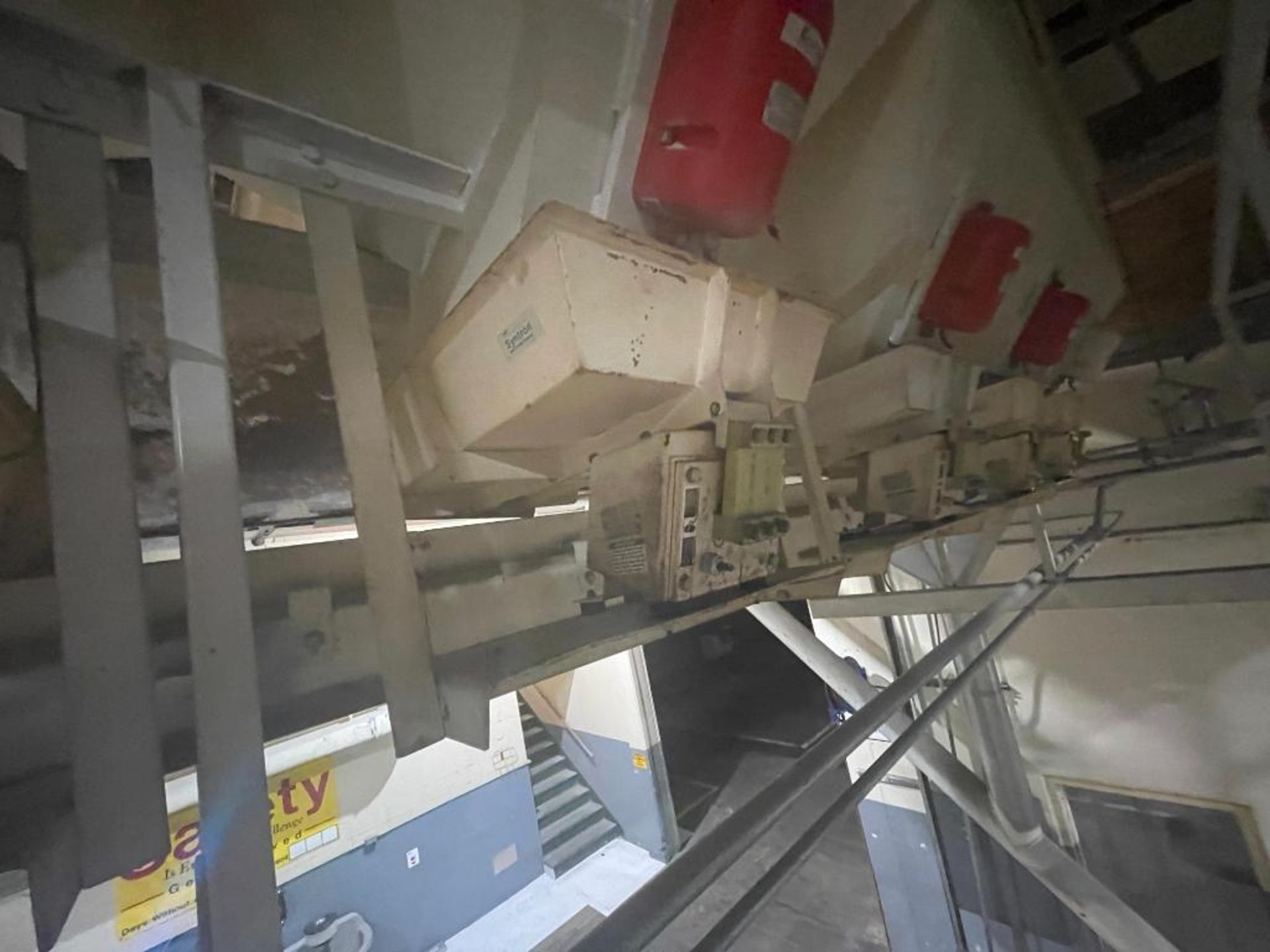 Aseeco 5-bin blending system with 5 Syntron vibratory feeders on bottom - Image 6 of 18
