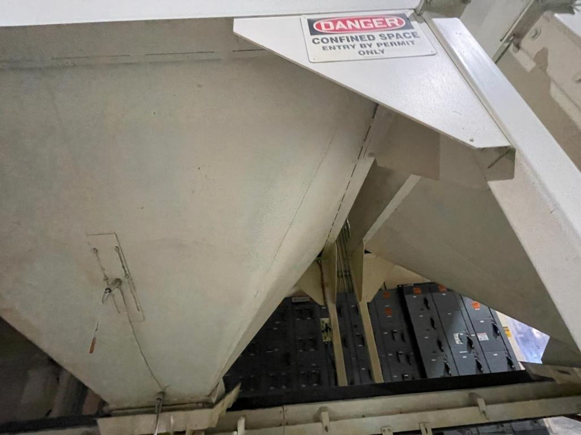 Aseeco mild steel cone bottom bulk storage bin - Image 8 of 31
