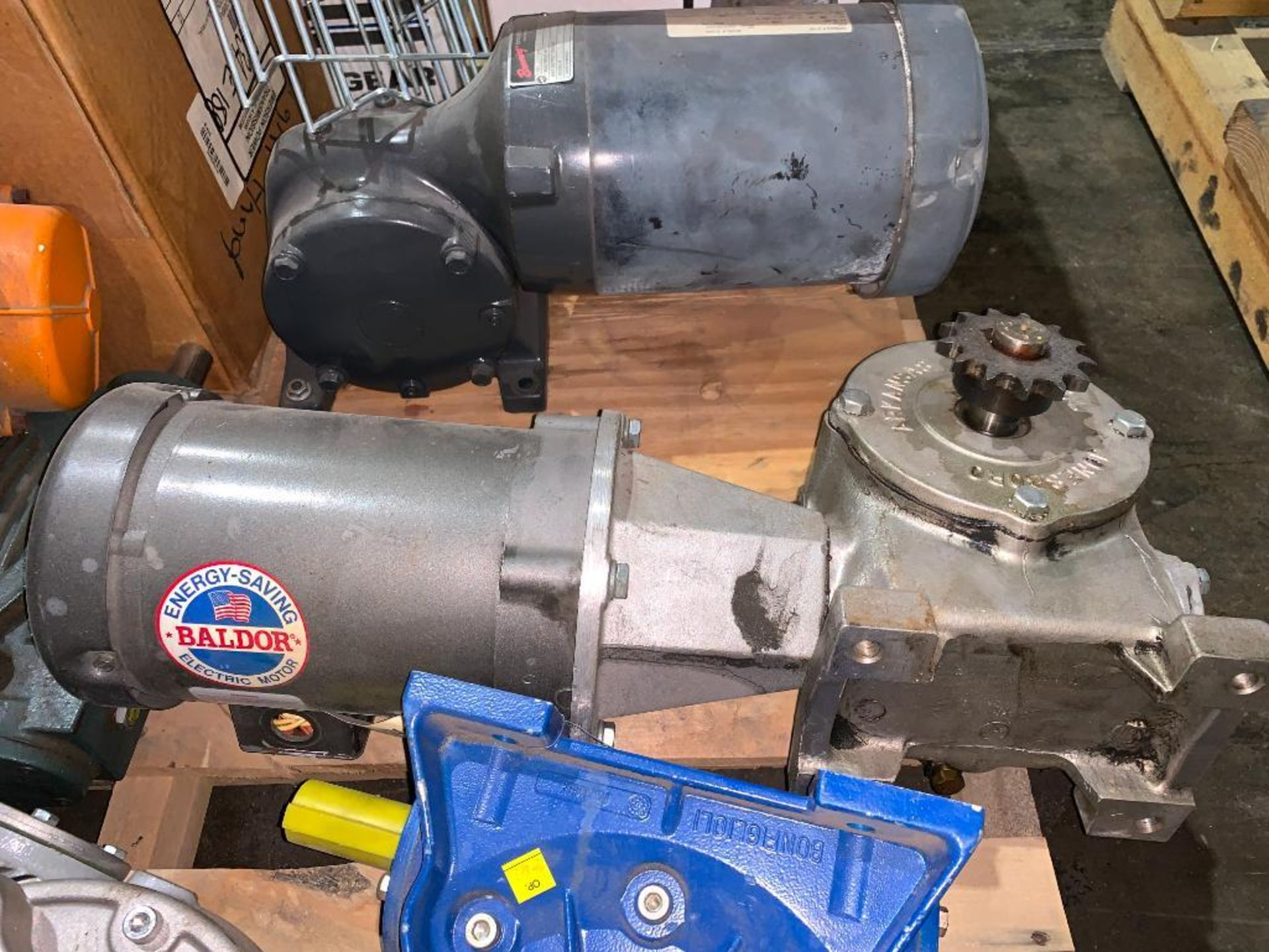 pallet of used motors and drives - Image 8 of 13