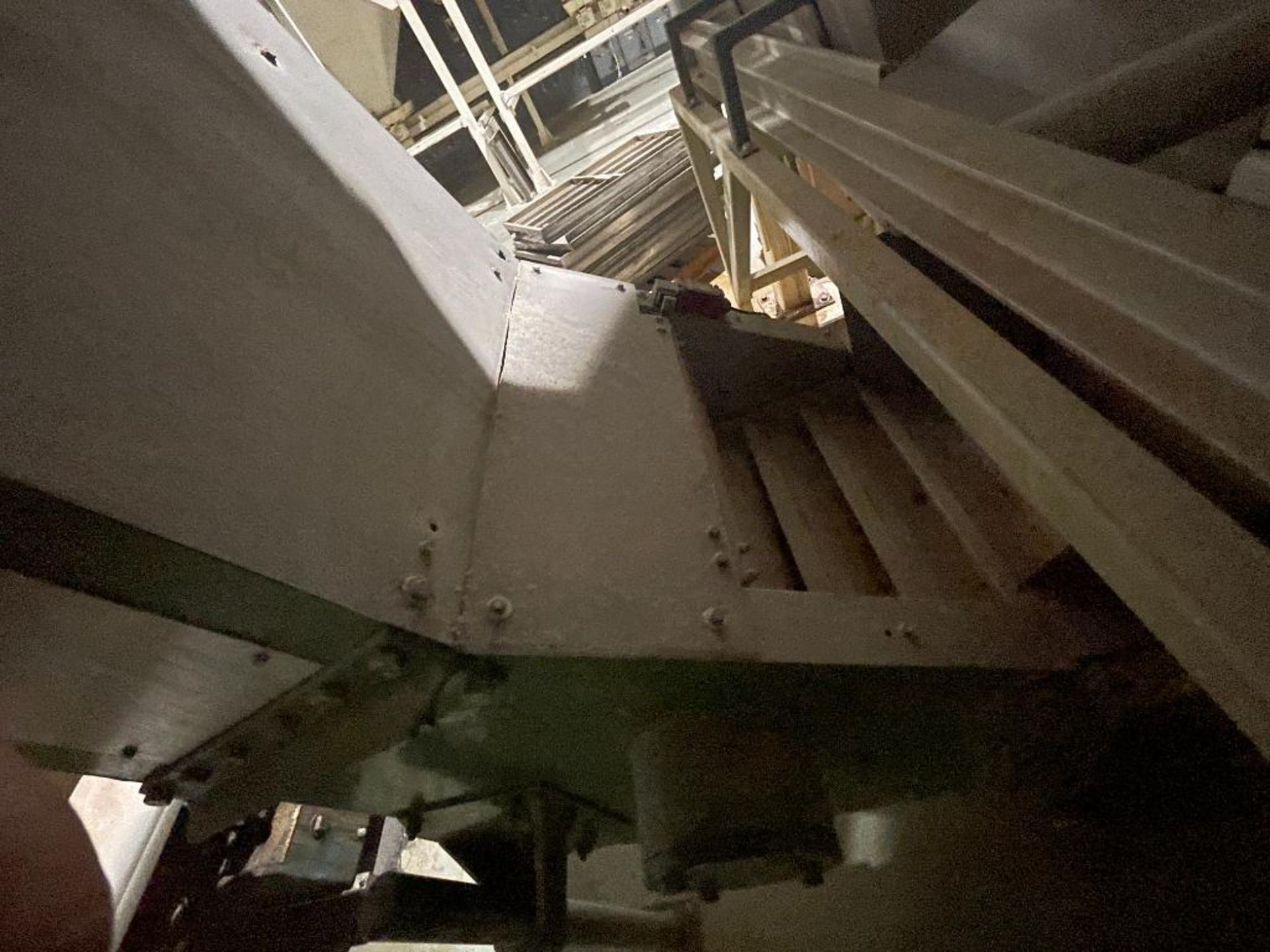 mild steel incline overlapping bucket conveyor - Image 5 of 7