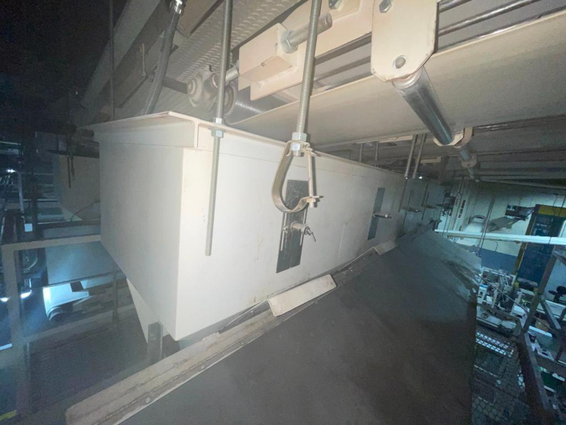 Aseeco 5-bin blending system with 5 Syntron vibratory feeders on bottom