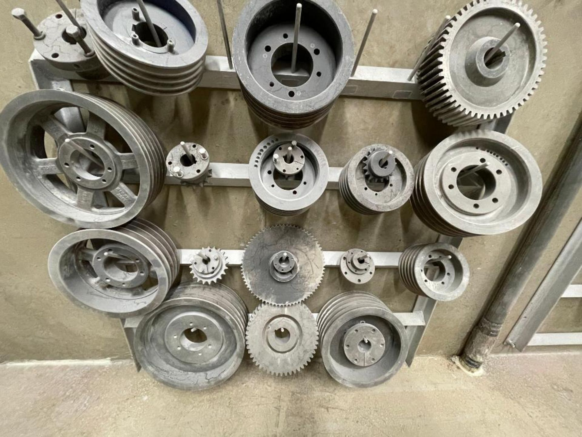 gears and pulleys - Image 8 of 17