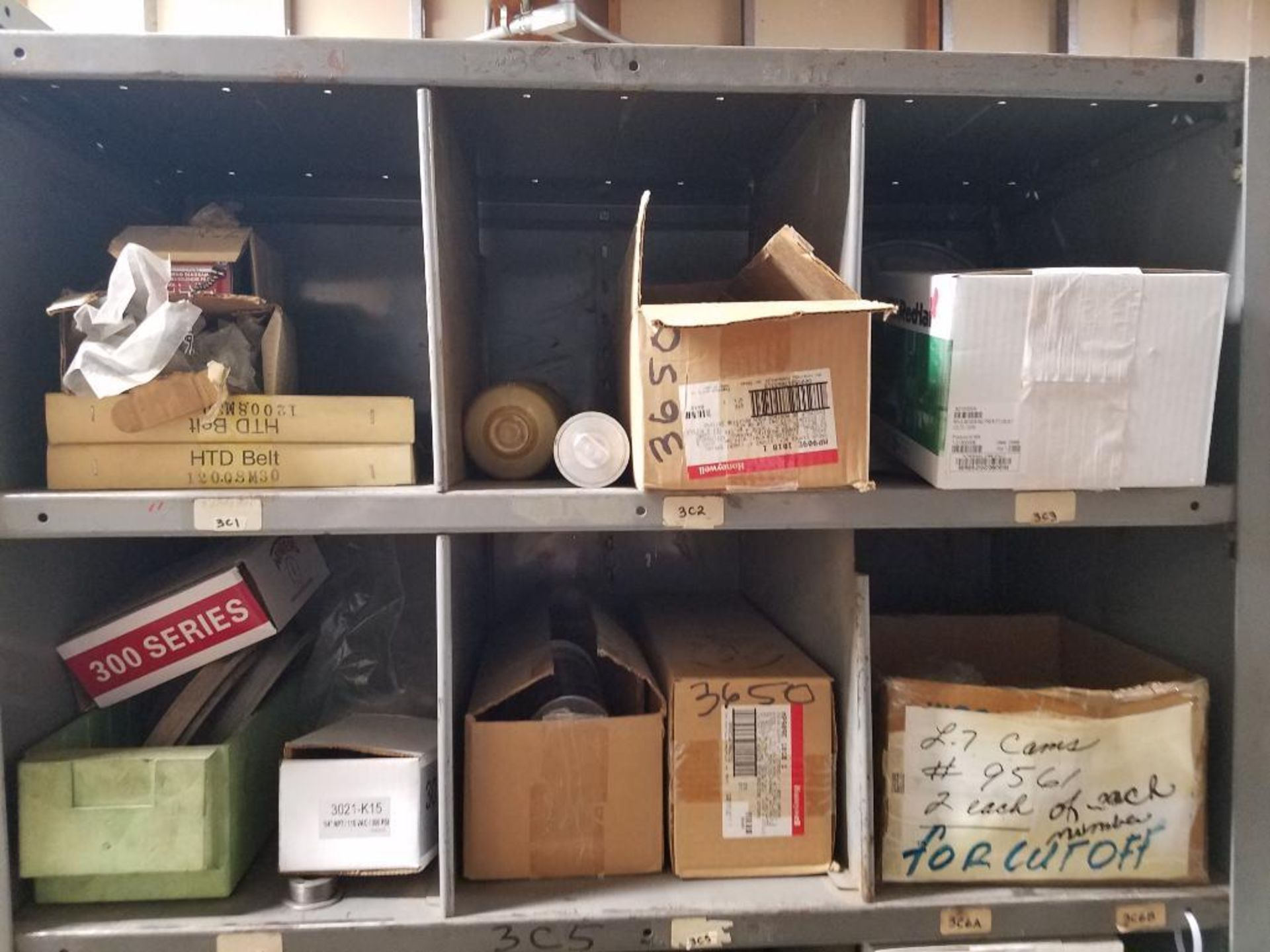 various replacement parts, conveyor belts, electrical components, gears and gauges - Image 15 of 21