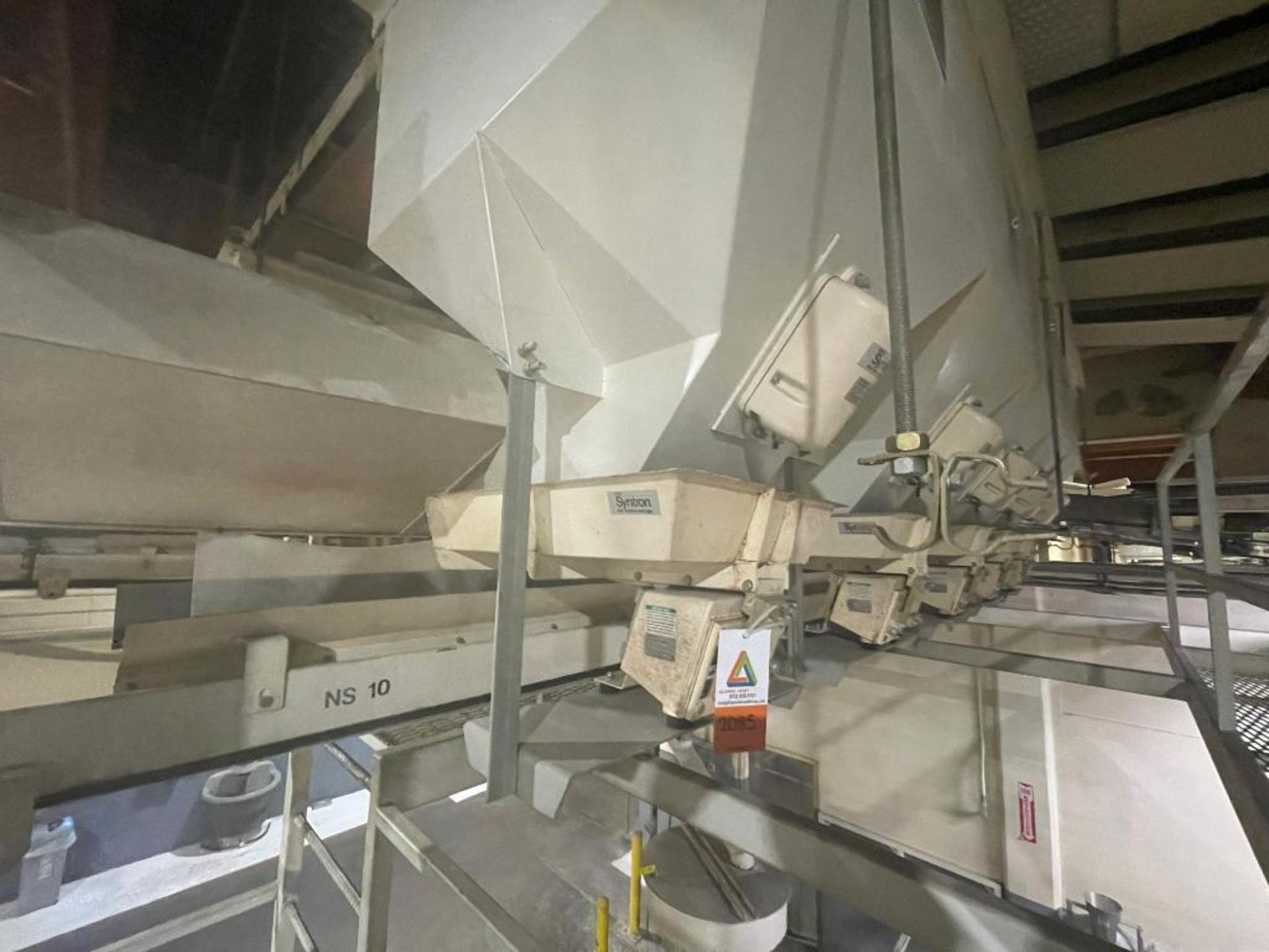 Aseeco 5-bin blending system with 5 Syntron vibratory feeders on bottom - Image 5 of 18