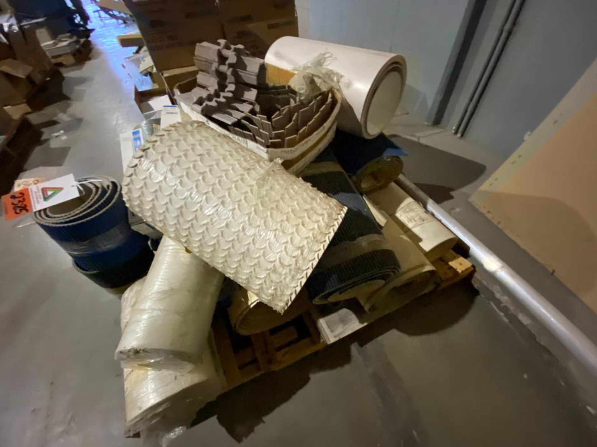 vinyl belting and table top chain conveyor - Image 5 of 7