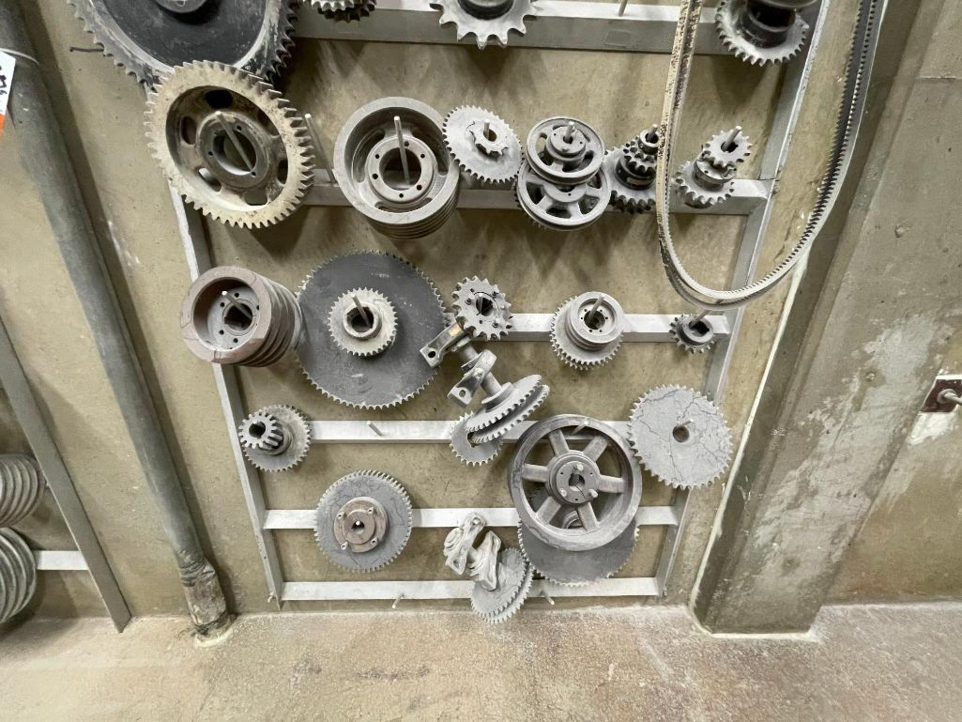 gears and pulleys - Image 5 of 17
