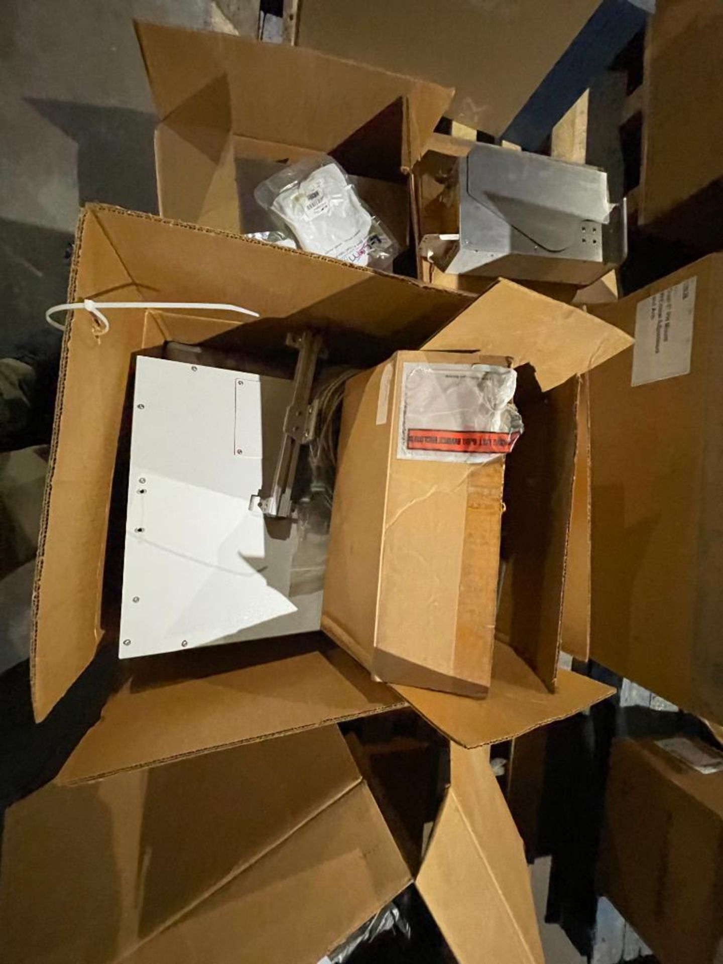 pallet of miscellaneous electronics - Image 3 of 16