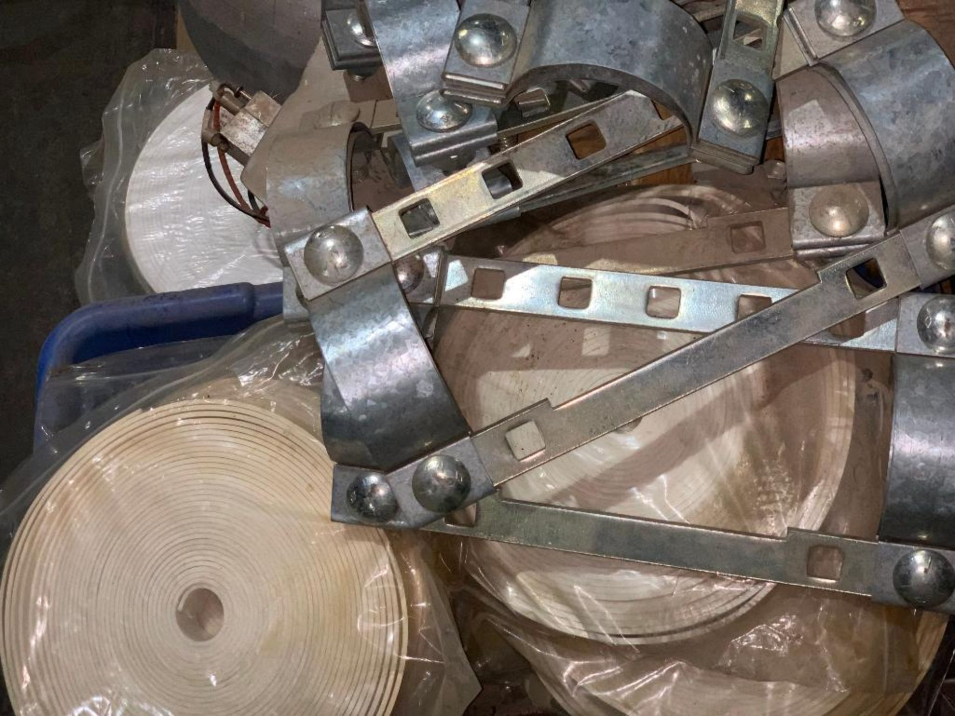 pallet of air pipe clamps - Image 5 of 6