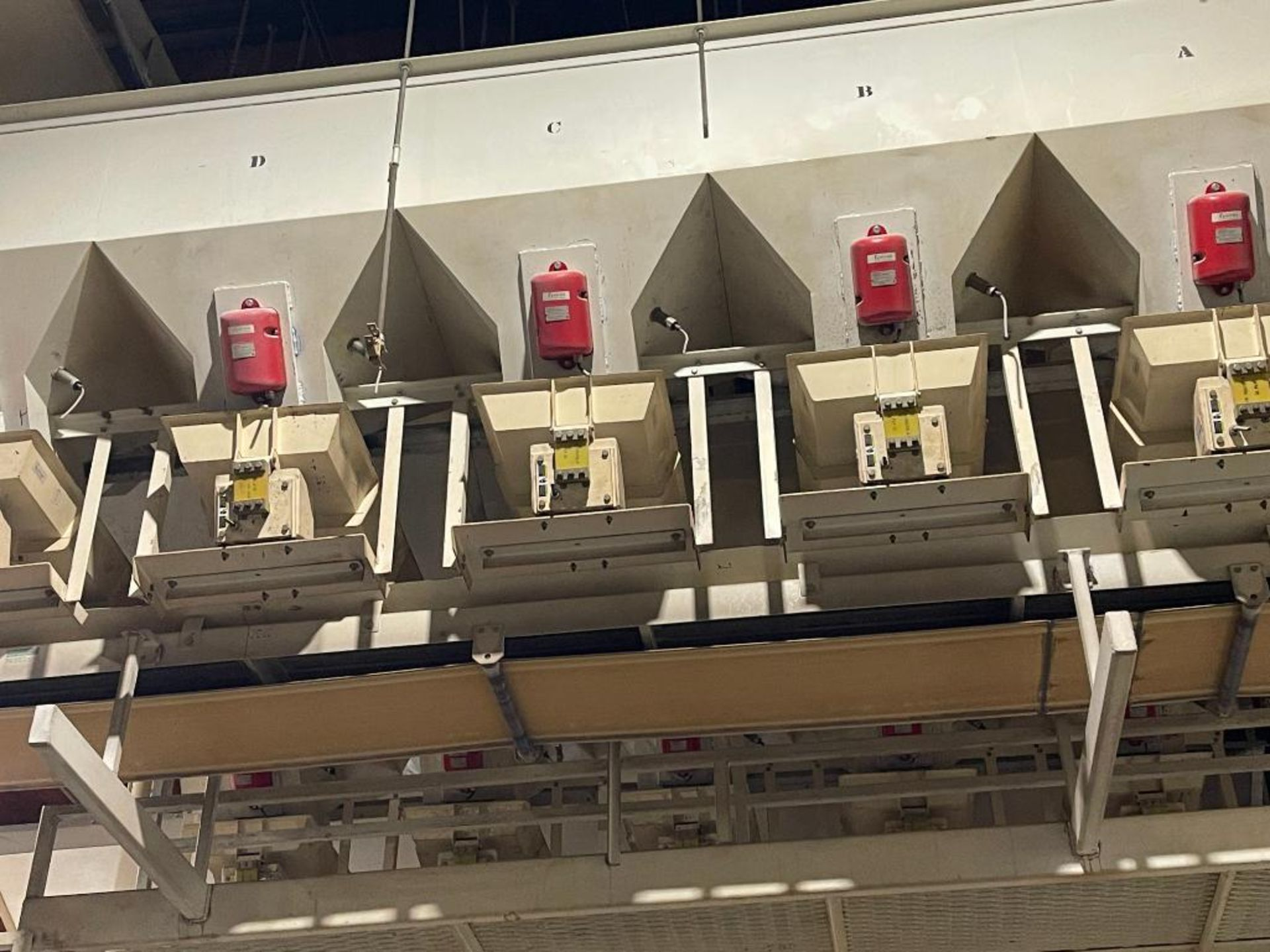 Aseeco 5-bin blending system with 5 Syntron vibratory feeders on bottom - Image 6 of 6