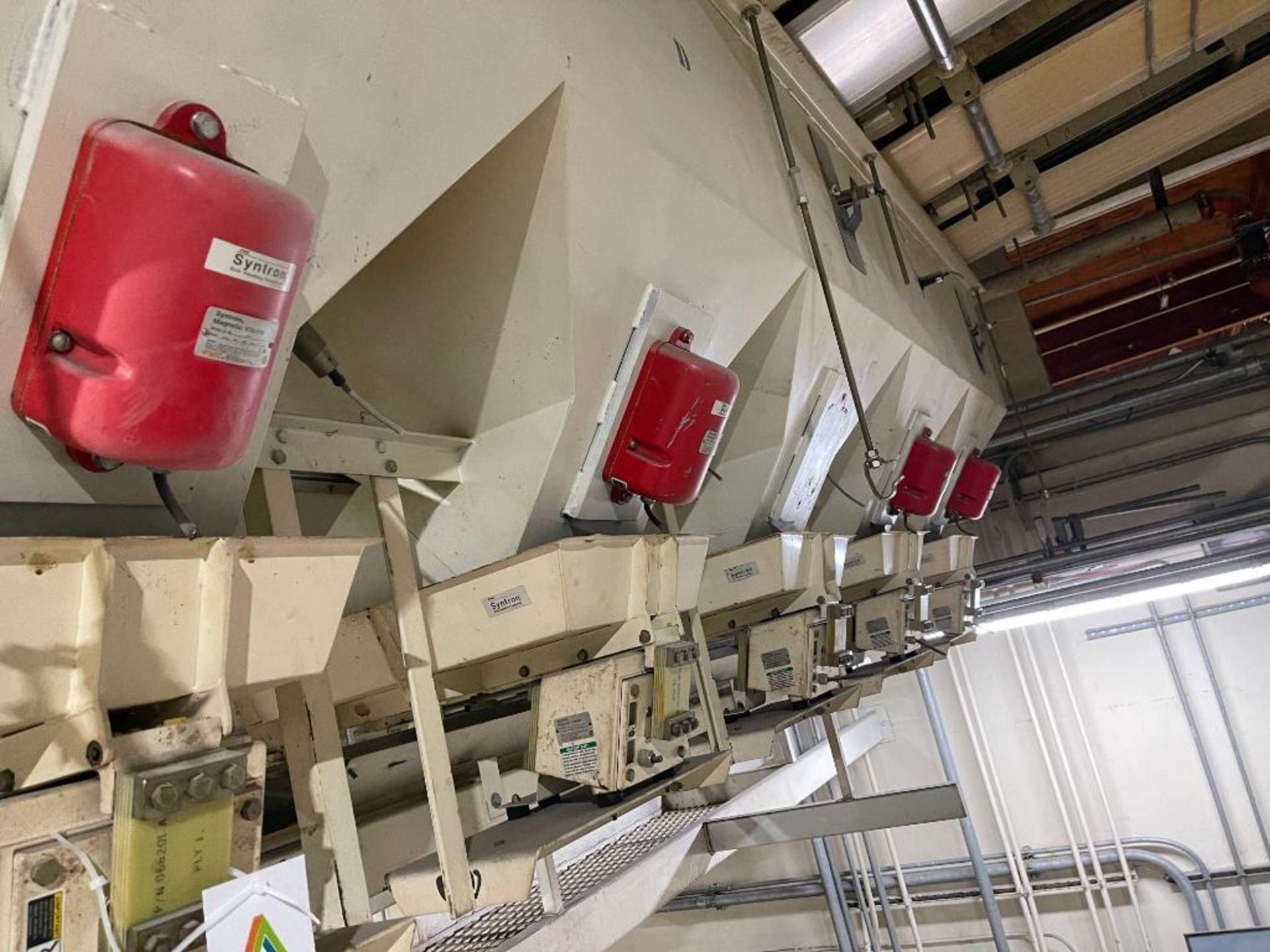 Aseeco 5-bin blending system with 5 Syntron vibratory feeders on bottom - Image 8 of 18