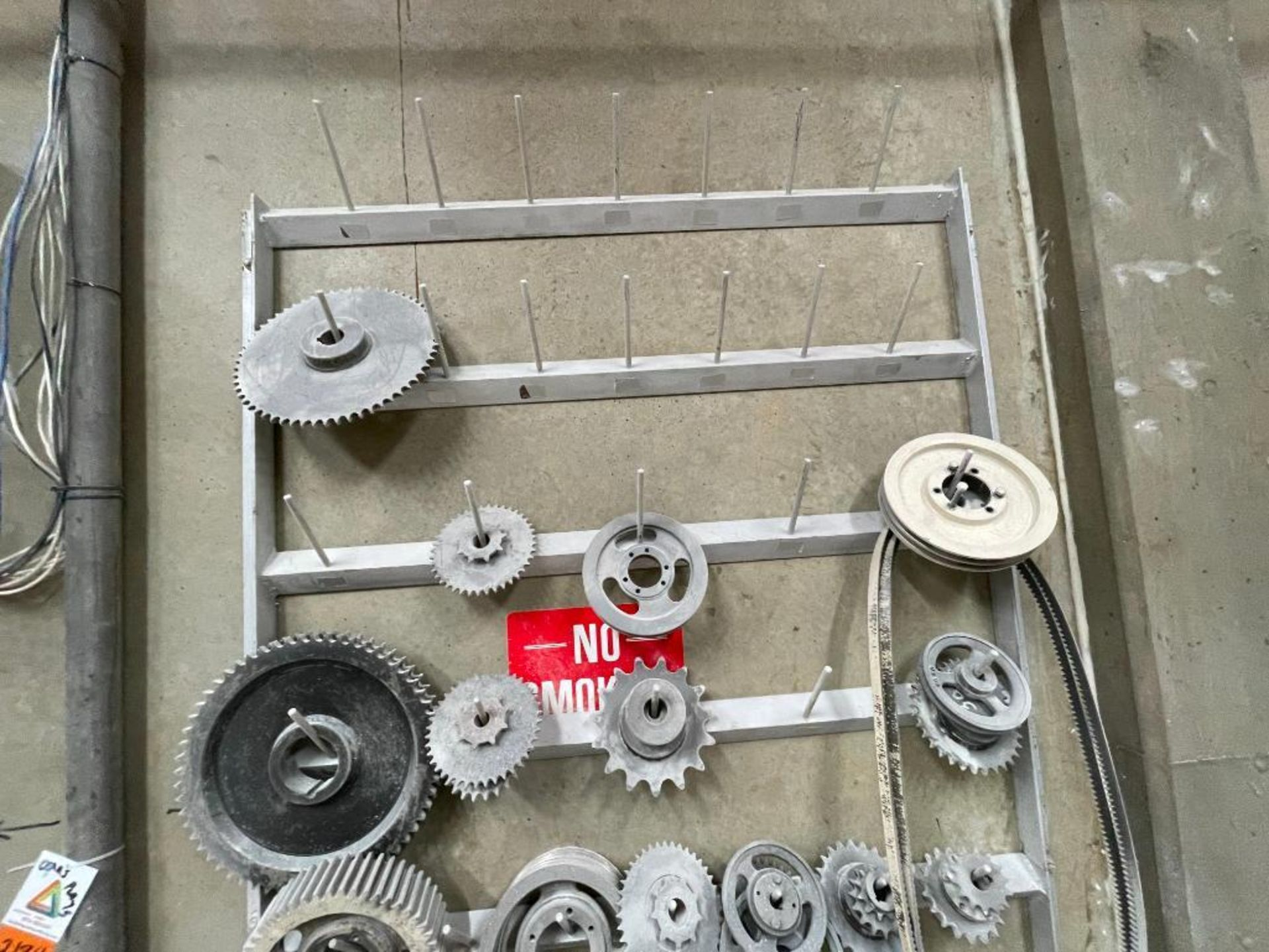 gears and pulleys - Image 3 of 17
