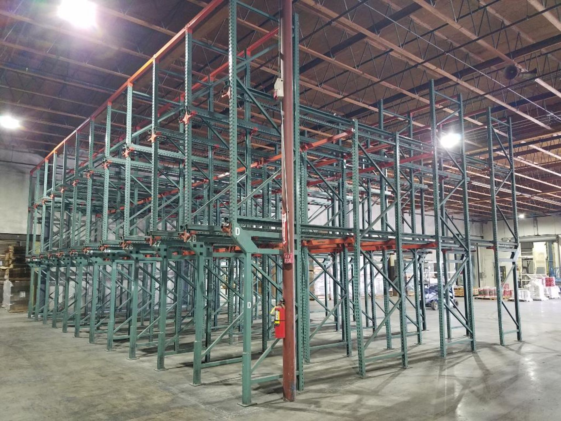 (11) bays tear drop style drive in rack - Image 5 of 6