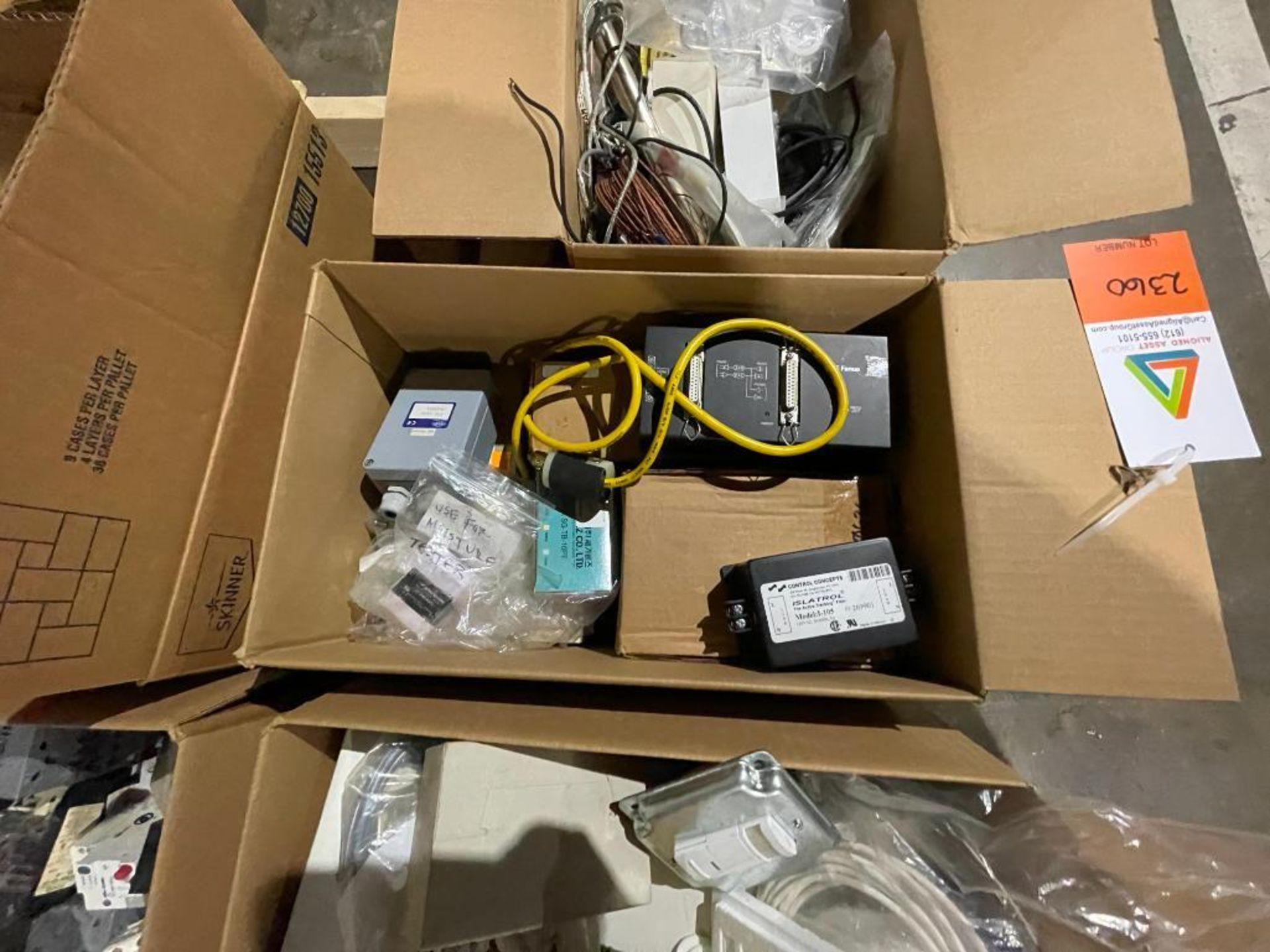 pallet of electrical switches - Image 4 of 10