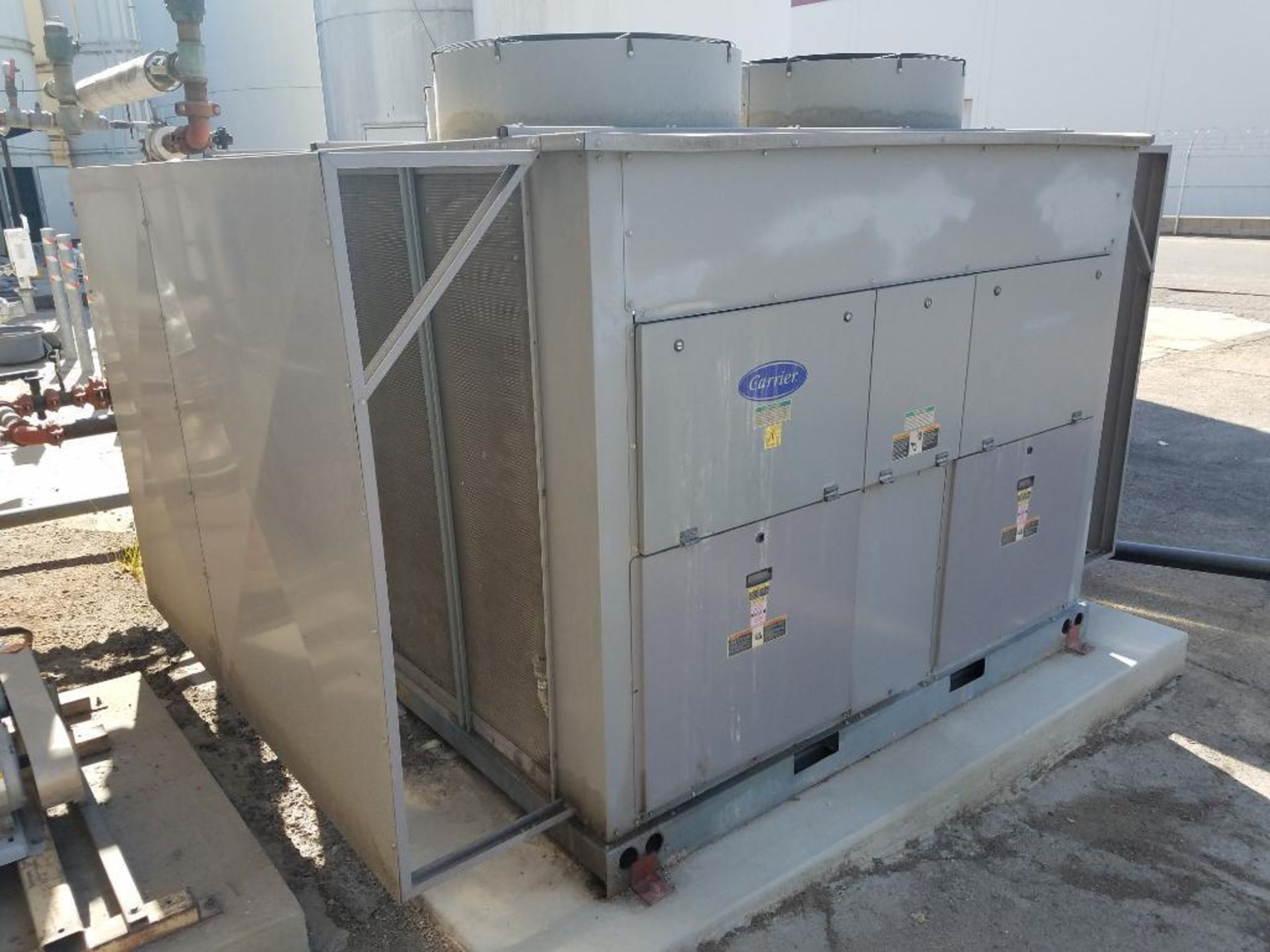 Carrier water chiller - Image 3 of 6