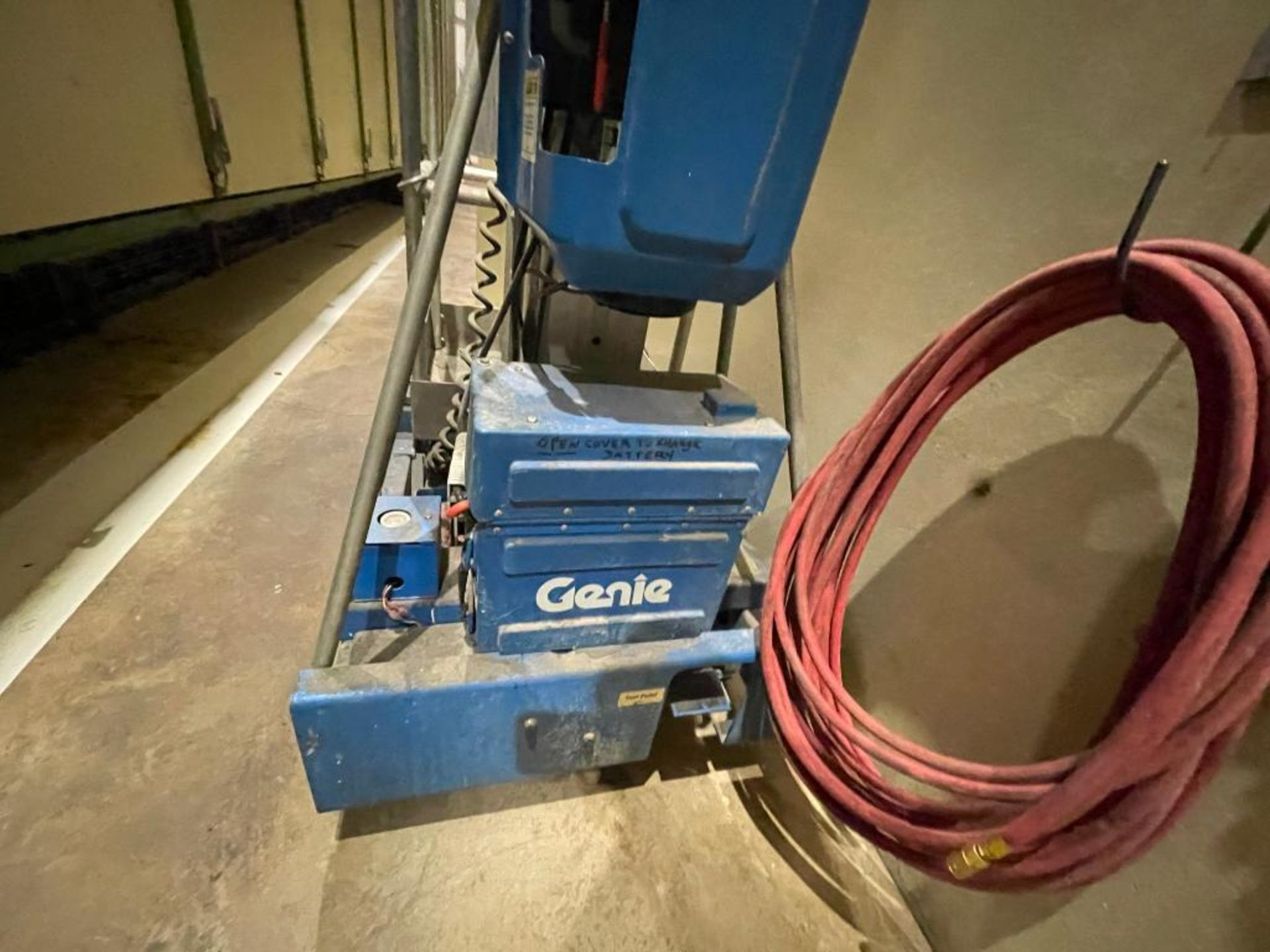 Genie personnel lift - Image 14 of 14