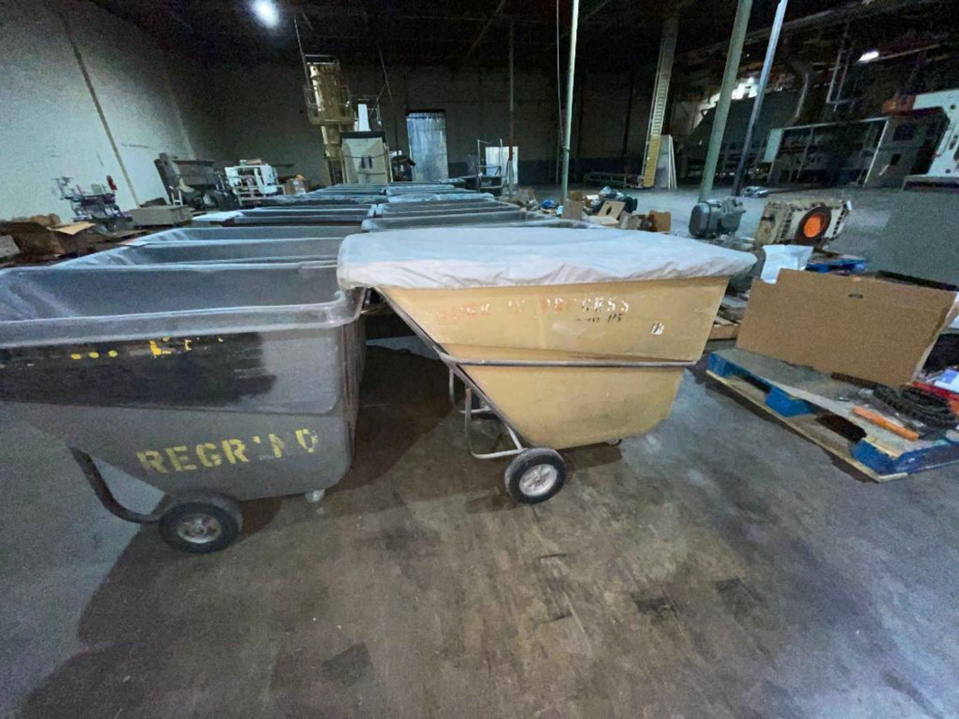 (6) Rubbermaid rolling dump carts - Image 4 of 6