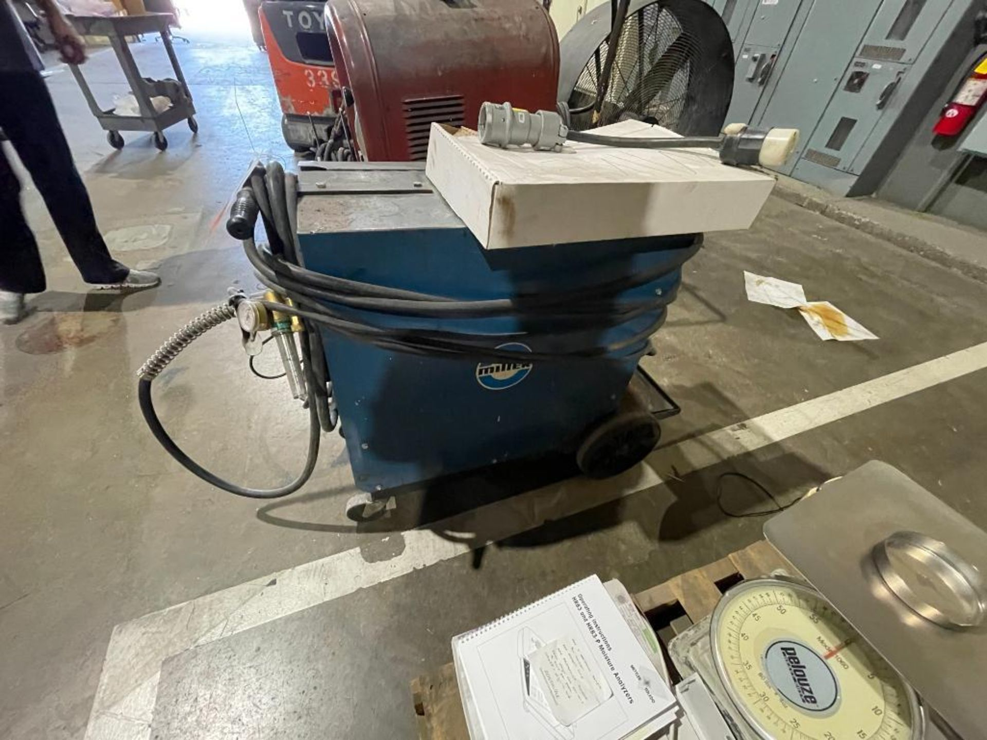Millermatic 200 wire feed welder - Image 2 of 6