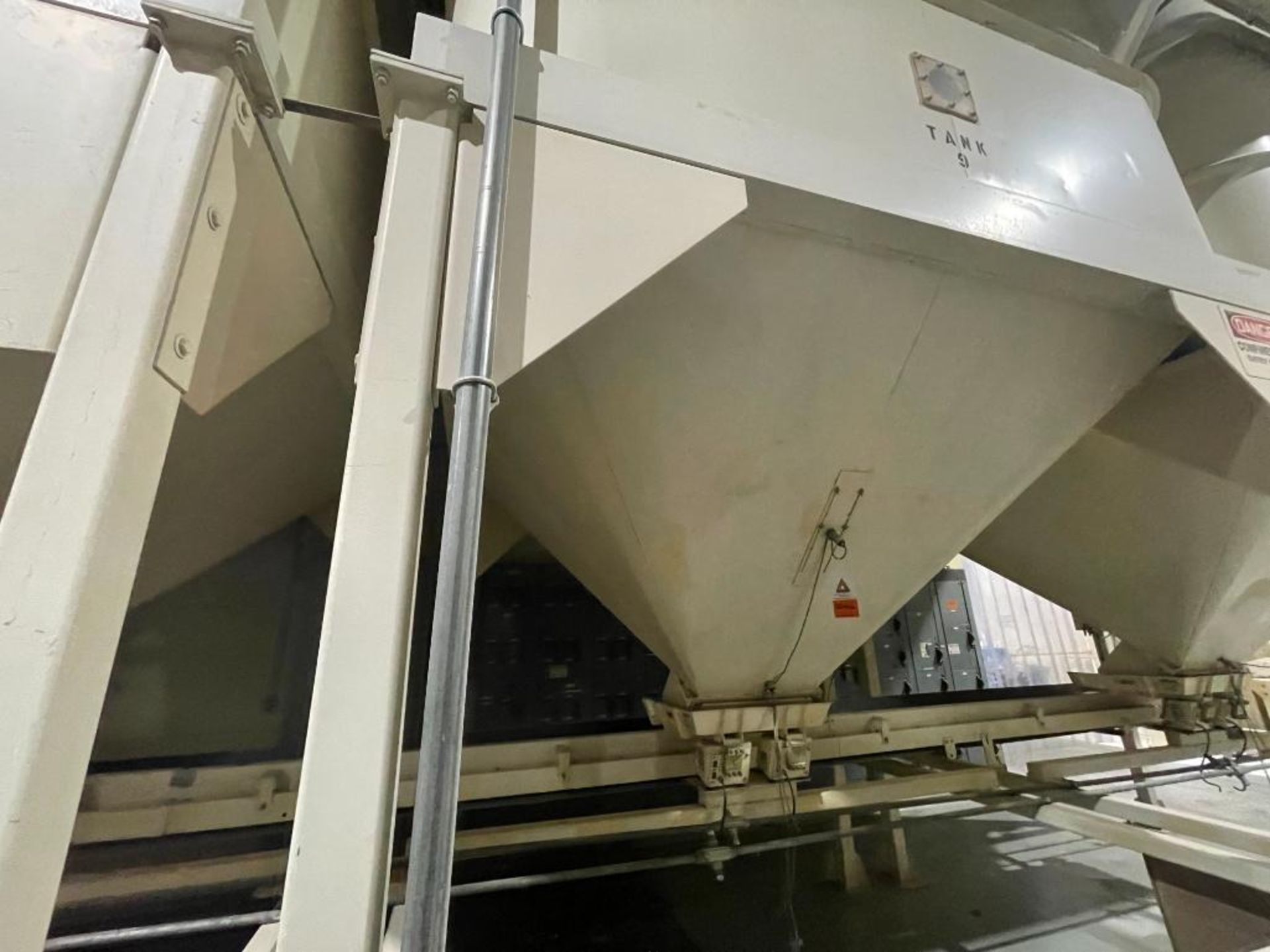 Aseeco mild steel cone bottom bulk storage bin - Image 12 of 31