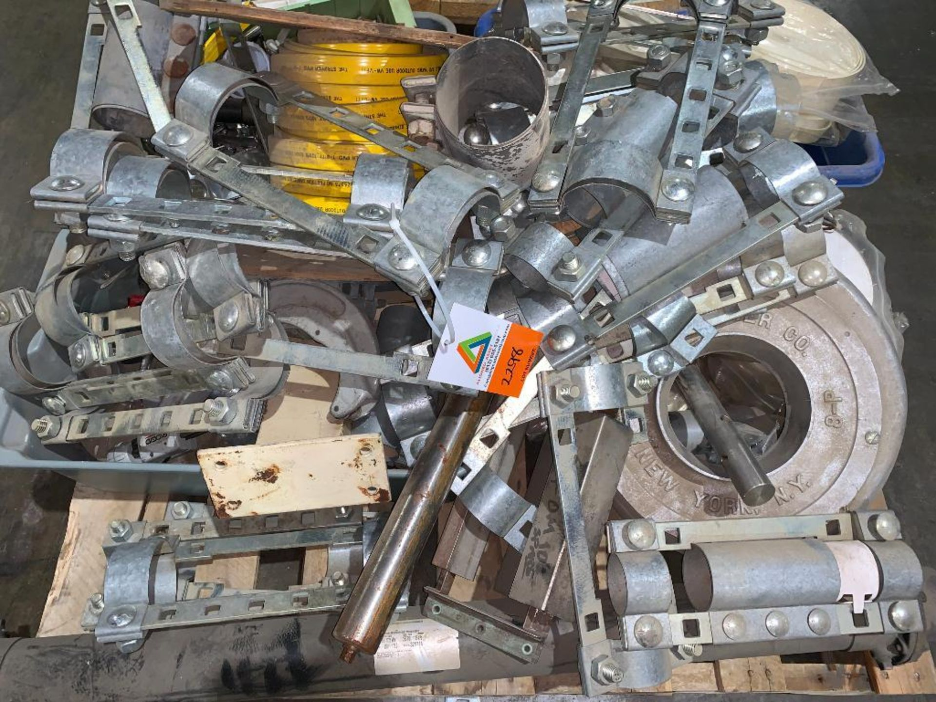 pallet of air pipe clamps - Image 2 of 6