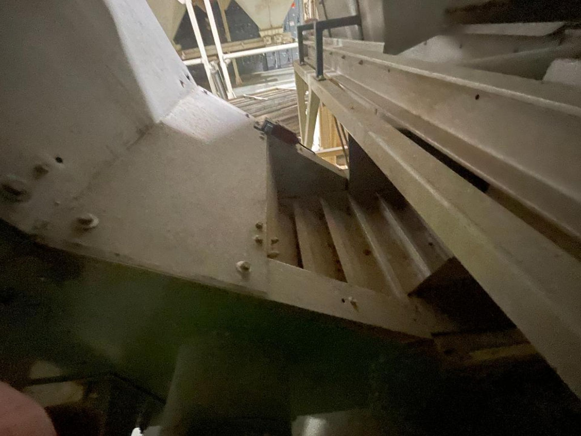 mild steel incline overlapping bucket conveyor - Image 4 of 7