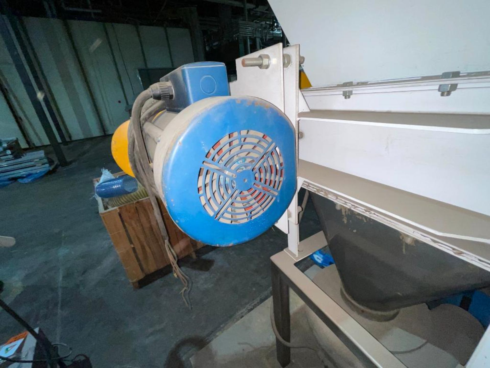 regrind grinder with blower and motor - Image 5 of 13