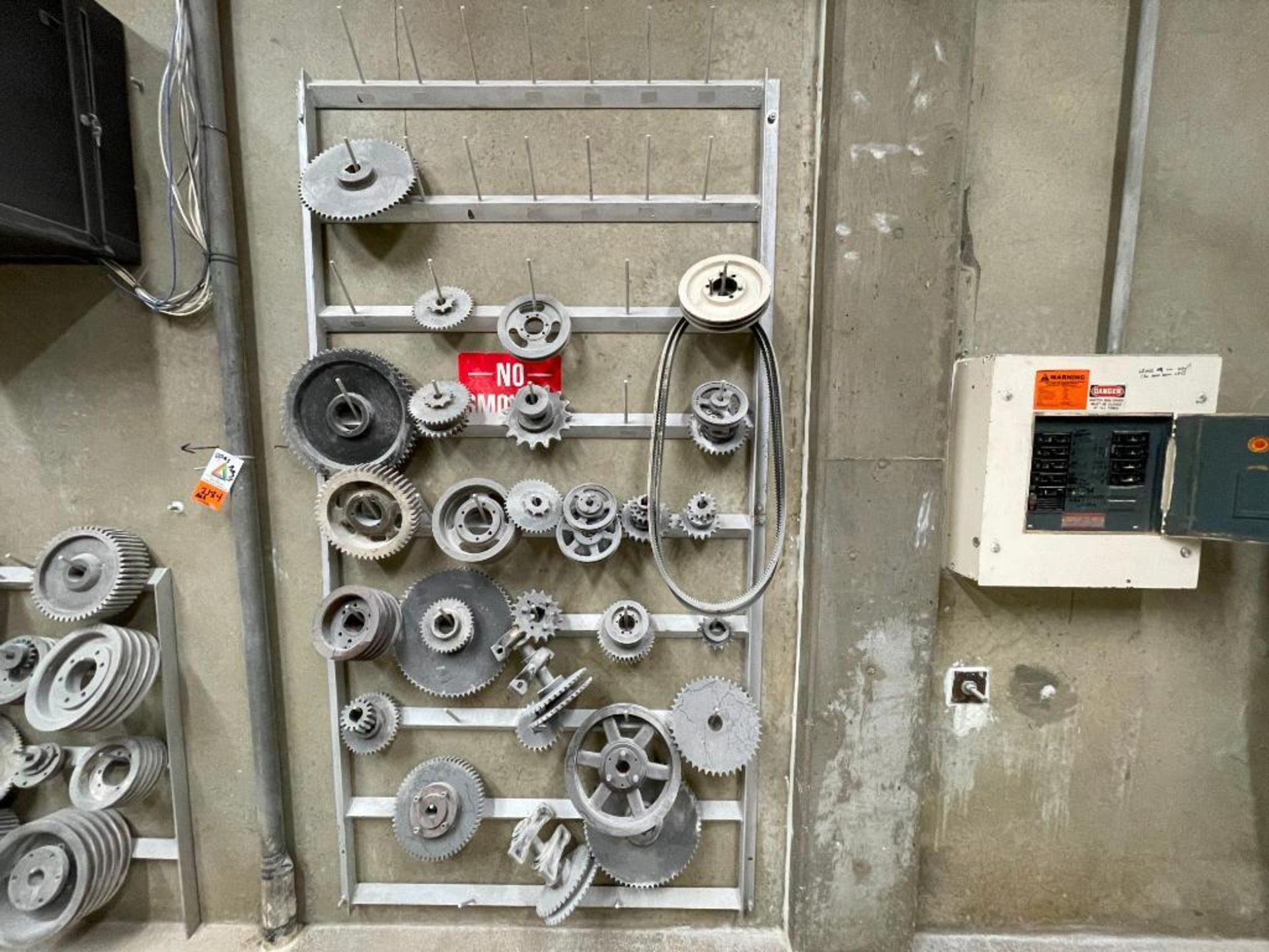 gears and pulleys - Image 2 of 17